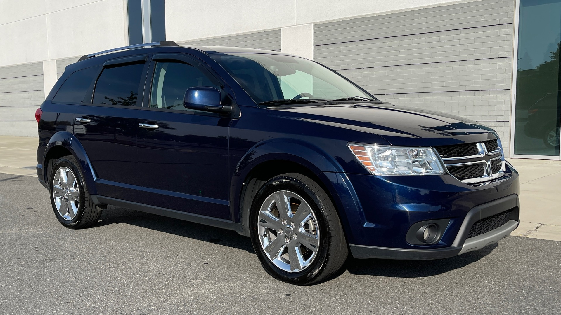 Used 2017 Dodge JOURNEY SXT PREMIUM / 2.4L / 4-SPD AUTO / KEYLESS-GO / 3-ROW / 19IN WHEELS for sale $15,995 at Formula Imports in Charlotte NC 28227 6
