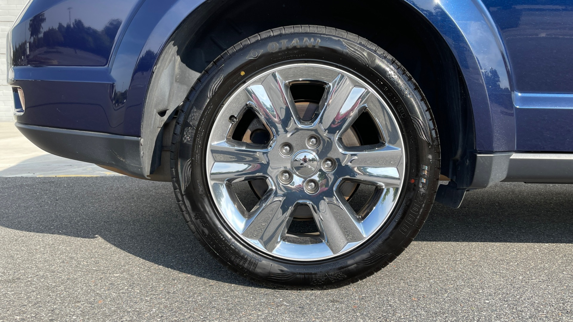 Used 2017 Dodge JOURNEY SXT PREMIUM / 2.4L / 4-SPD AUTO / KEYLESS-GO / 3-ROW / 19IN WHEELS for sale $15,995 at Formula Imports in Charlotte NC 28227 60