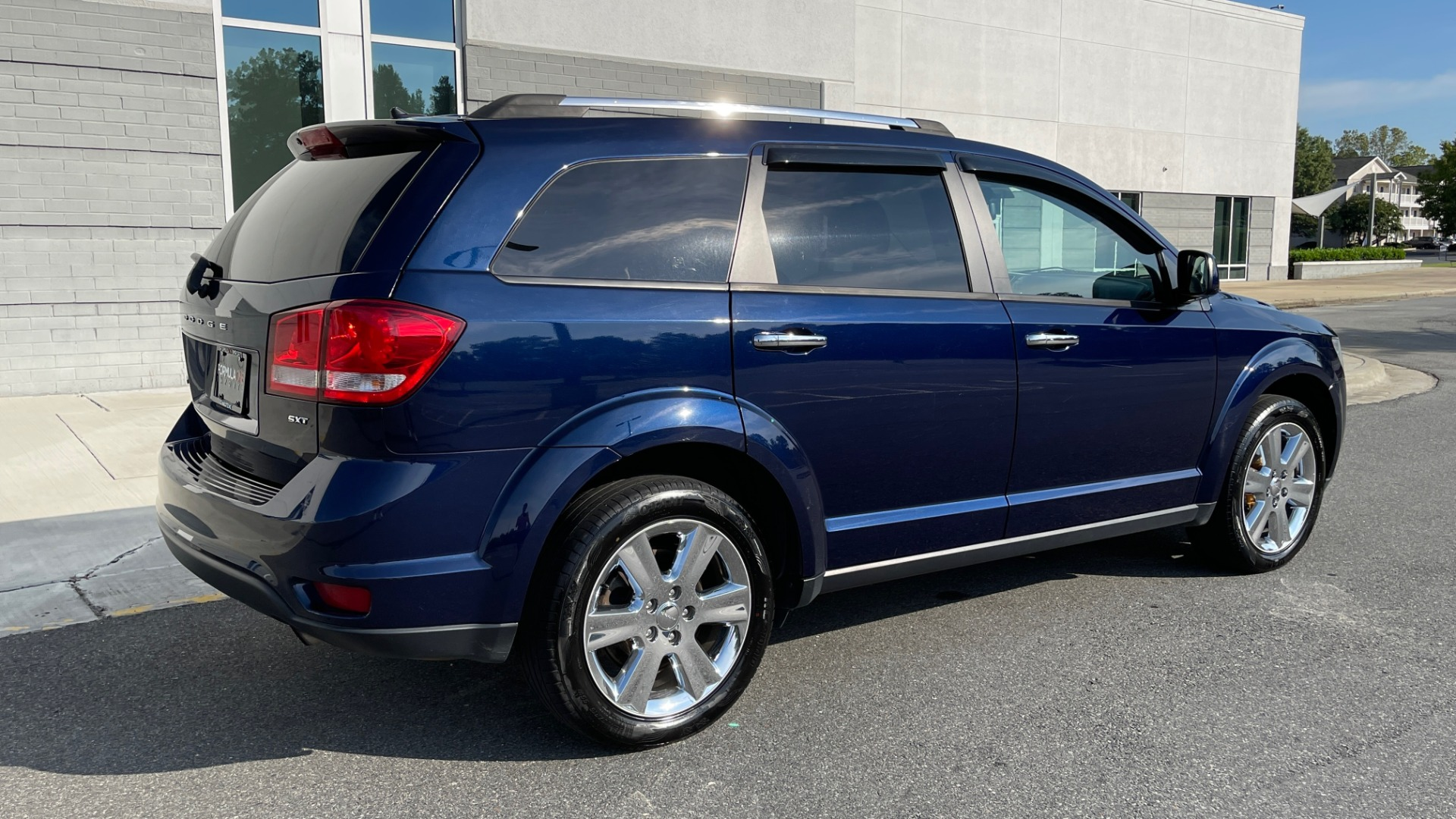Used 2017 Dodge JOURNEY SXT PREMIUM / 2.4L / 4-SPD AUTO / KEYLESS-GO / 3-ROW / 19IN WHEELS for sale $15,995 at Formula Imports in Charlotte NC 28227 8