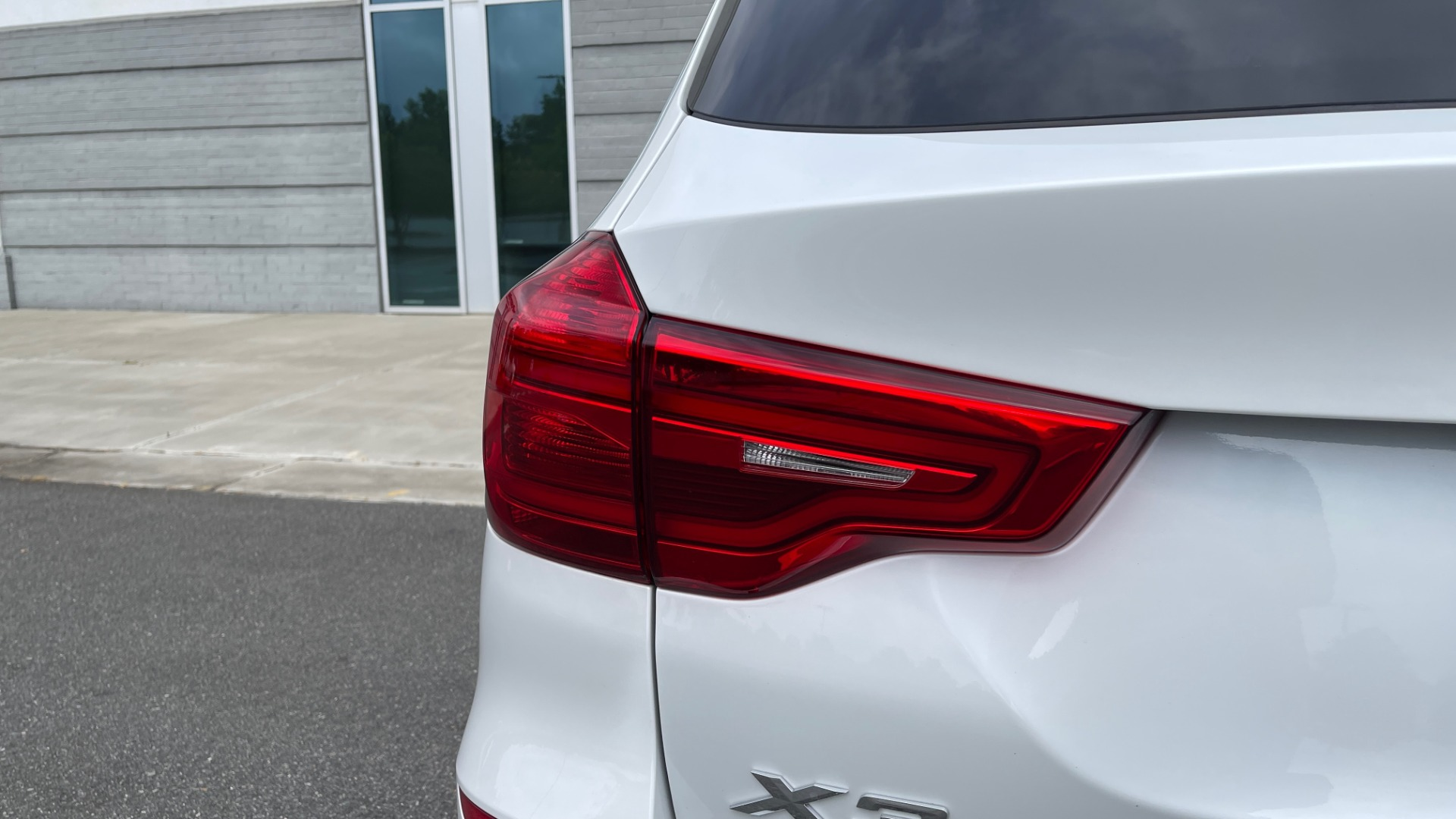 Used 2018 BMW X3 XDRIVE30I / NAV / PANO-ROOF / HTD STS / PARK DIST CNTRL / REARVIEW for sale $38,995 at Formula Imports in Charlotte NC 28227 23