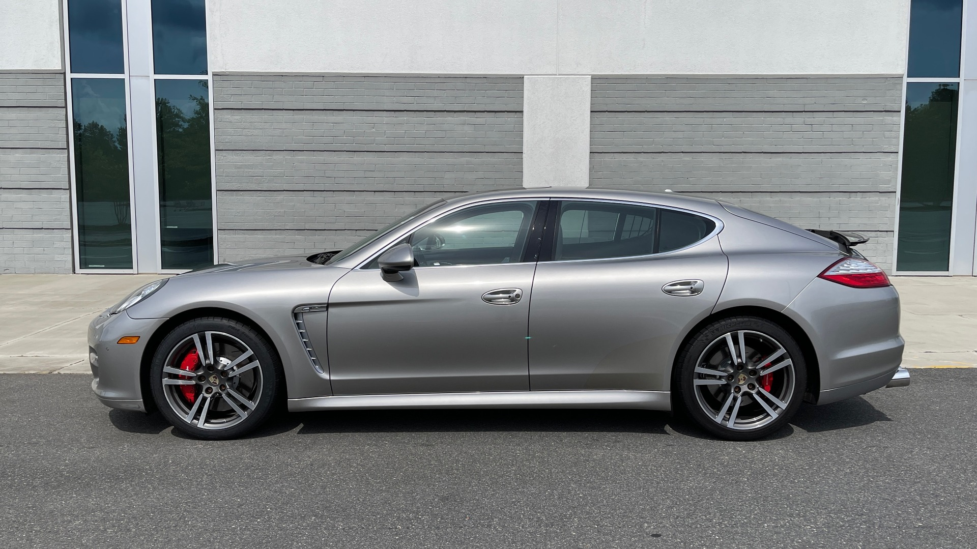 Used 2010 Porsche PANAMERA 4DR HB TURBO / SPORT CHRONO / BOSE / AUTO CLIMATE CONTROL for sale $42,124 at Formula Imports in Charlotte NC 28227 4
