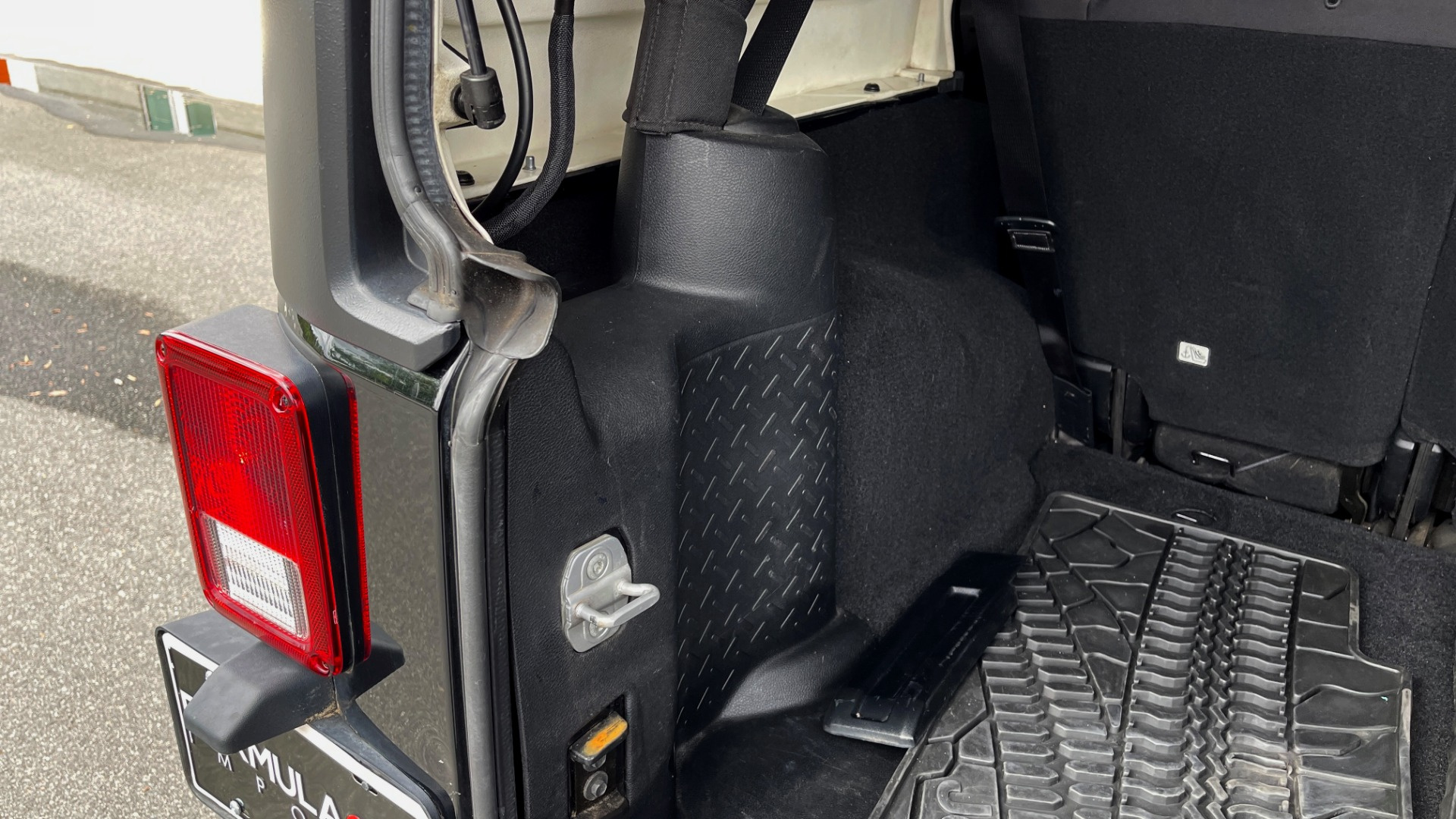 Used 2013 Jeep WRANGLER UNLIMITED RUBICON 4X4 / 3.6L V6 / 6-SPD MAN / DUAL-TOP / AIR COND for sale $32,900 at Formula Imports in Charlotte NC 28227 27