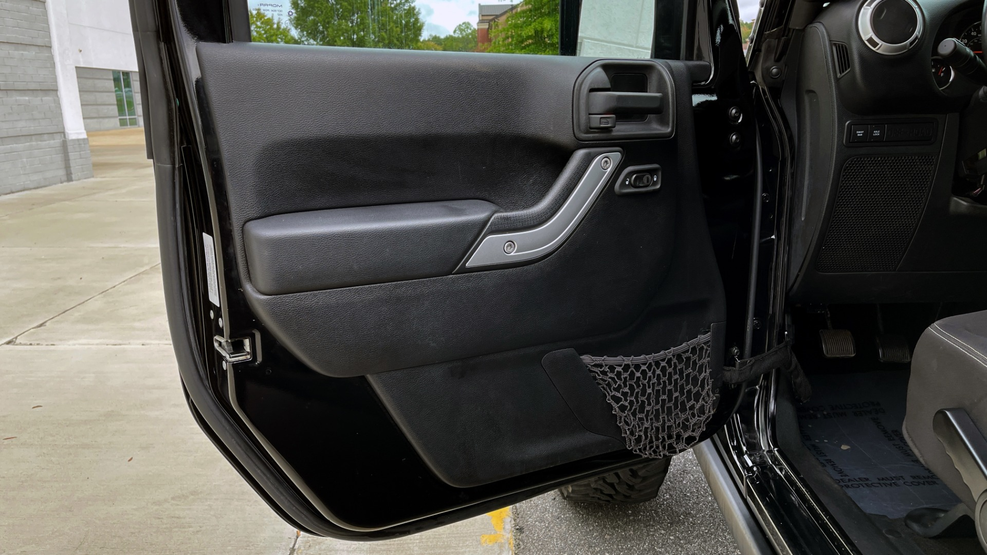 Used 2013 Jeep WRANGLER UNLIMITED RUBICON 4X4 / 3.6L V6 / 6-SPD MAN / DUAL-TOP / AIR COND for sale $32,900 at Formula Imports in Charlotte NC 28227 31