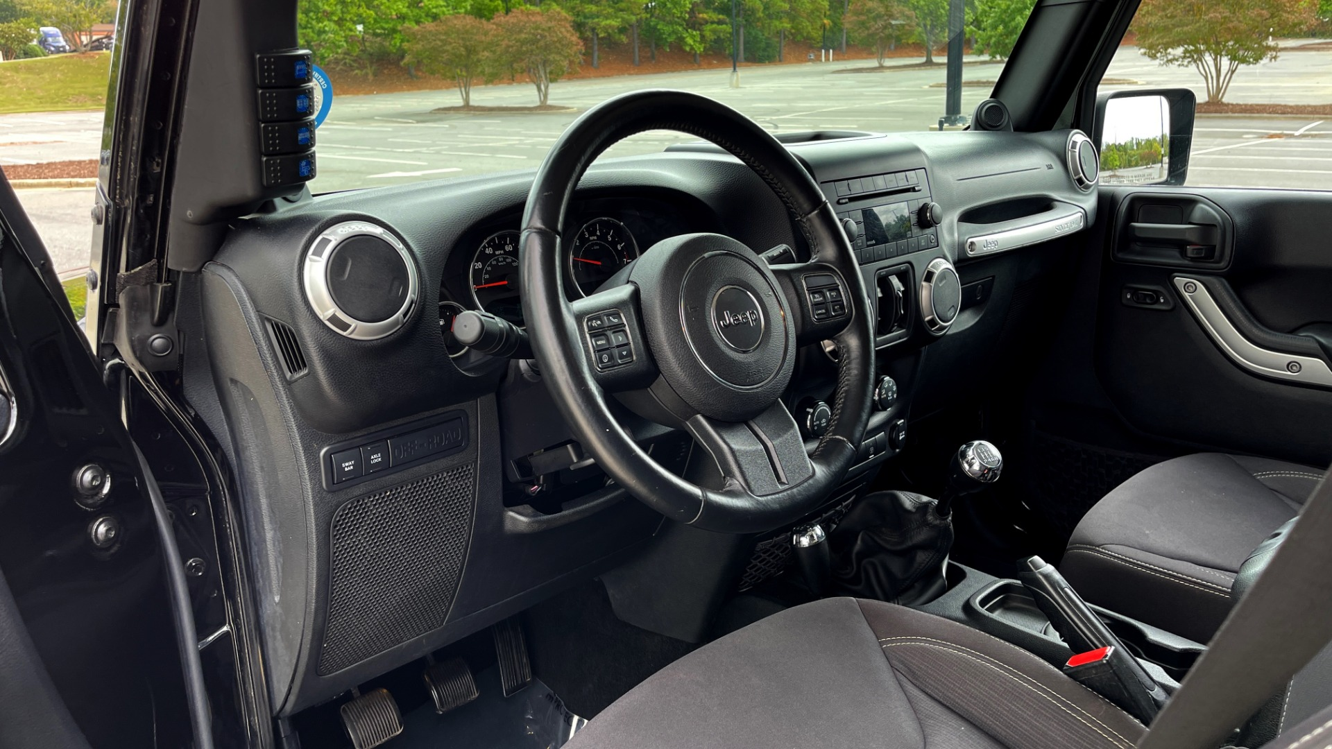 Used 2013 Jeep WRANGLER UNLIMITED RUBICON 4X4 / 3.6L V6 / 6-SPD MAN / DUAL-TOP / AIR COND for sale $32,900 at Formula Imports in Charlotte NC 28227 35