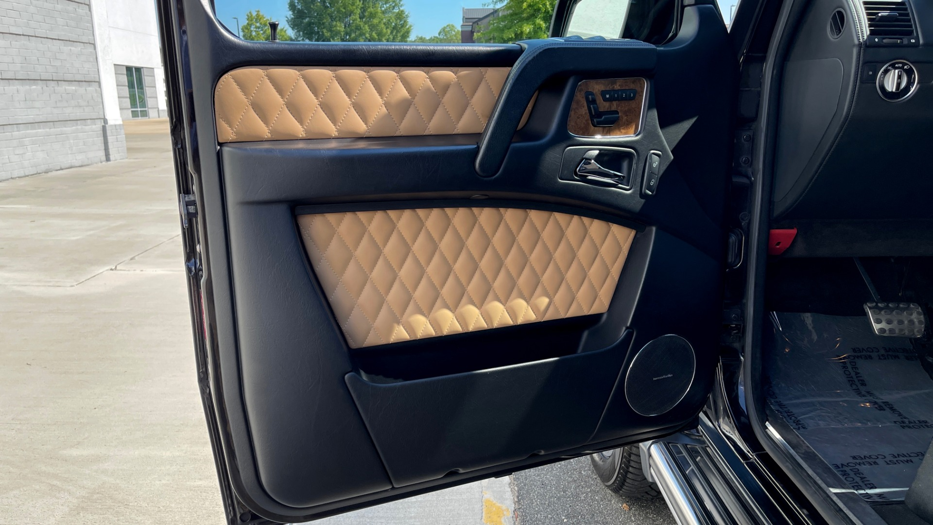 Used 2014 Mercedes-Benz G-CLASS G 63 AMG / DISGNO LEATHER / NAV / SUNROOF / REARVIEW for sale $88,999 at Formula Imports in Charlotte NC 28227 23