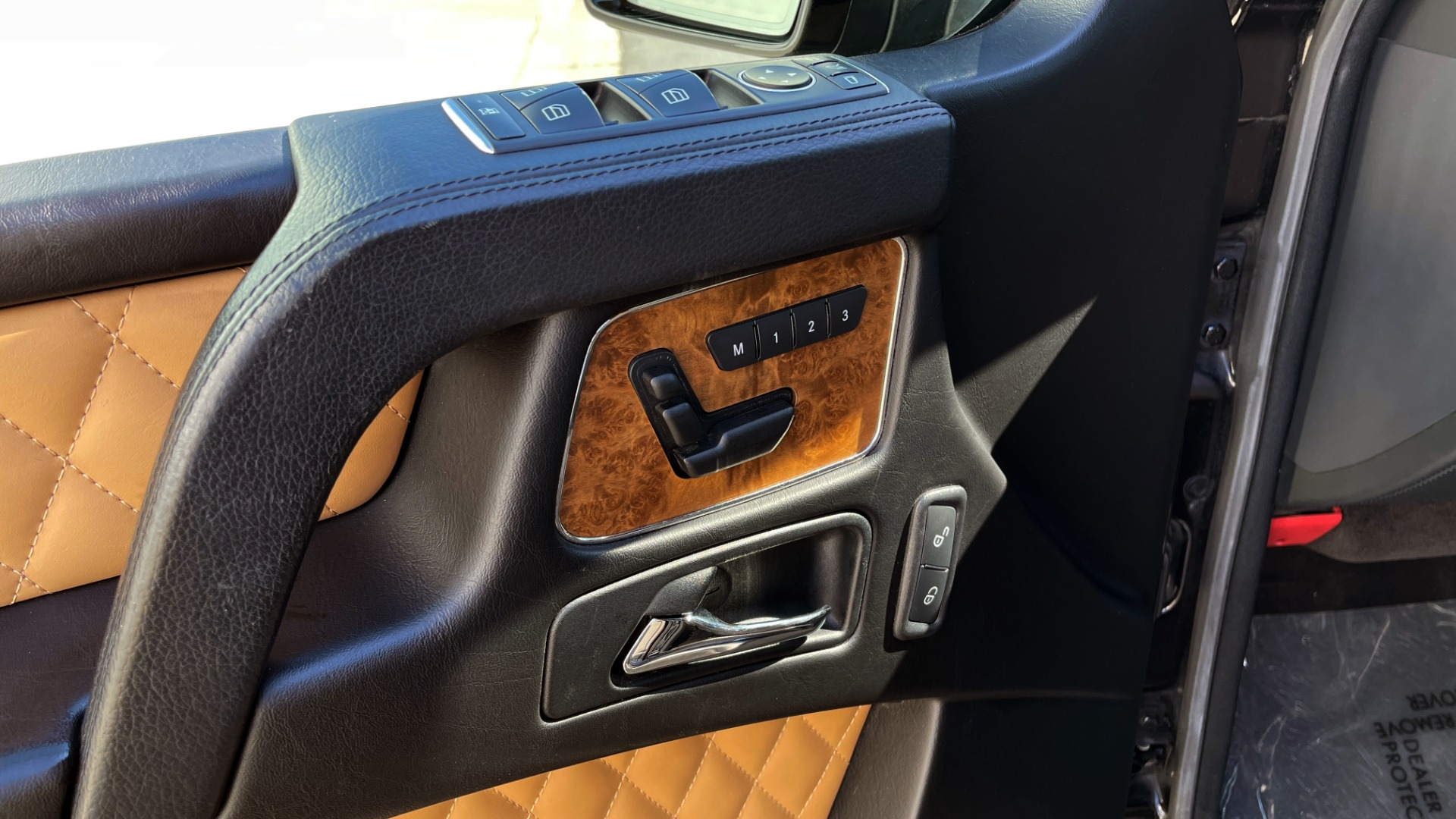 Used 2014 Mercedes-Benz G-CLASS G 63 AMG / DISGNO LEATHER / NAV / SUNROOF / REARVIEW for sale $88,999 at Formula Imports in Charlotte NC 28227 24