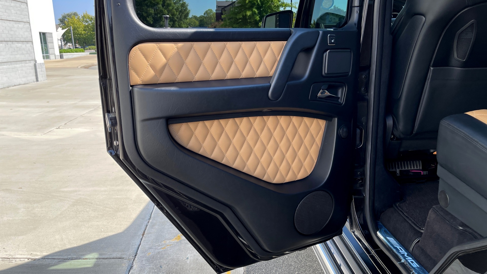 Used 2014 Mercedes-Benz G-CLASS G 63 AMG / DISGNO LEATHER / NAV / SUNROOF / REARVIEW for sale $88,999 at Formula Imports in Charlotte NC 28227 46