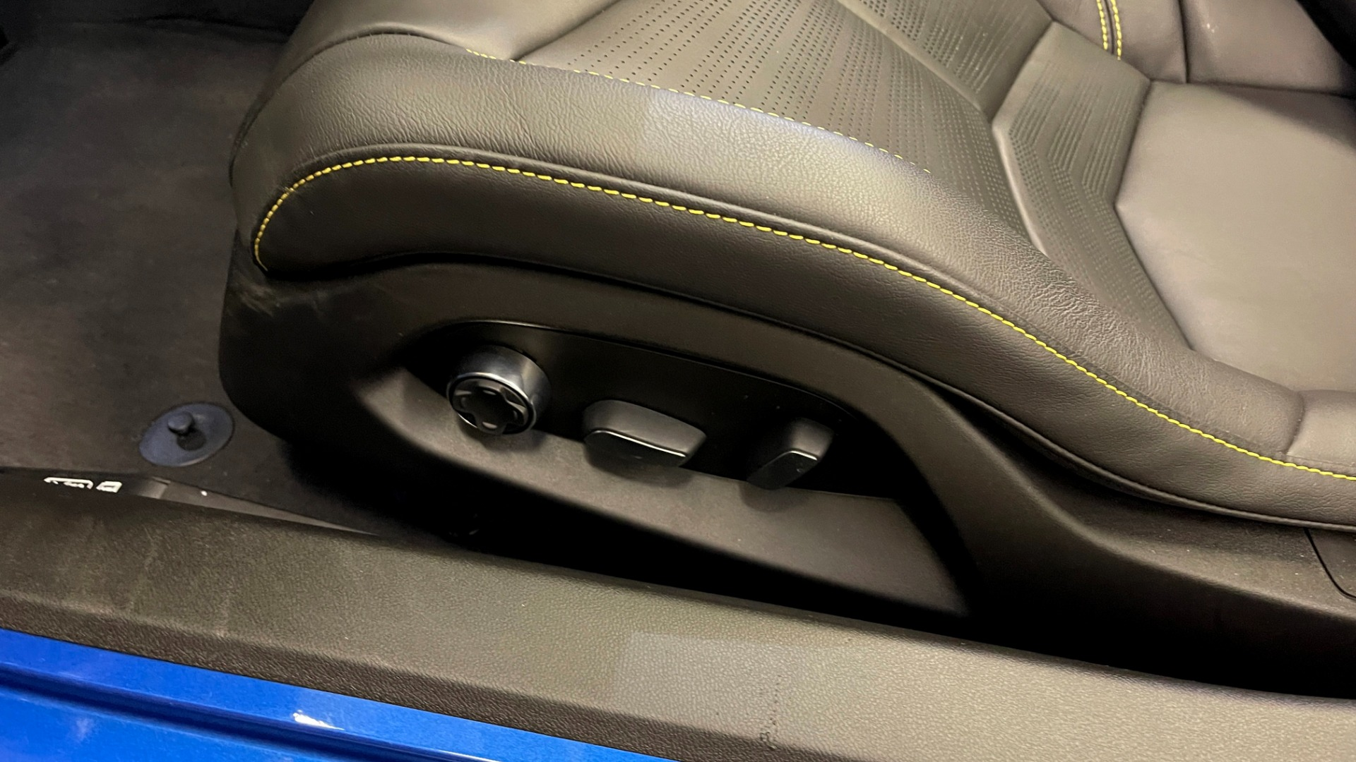Used 2021 Chevrolet CORVETTE STINGRAY 3LT COUPE / 8-SPD / PERF PKG / NAV / BOSE / REARVIEW for sale $110,995 at Formula Imports in Charlotte NC 28227 39