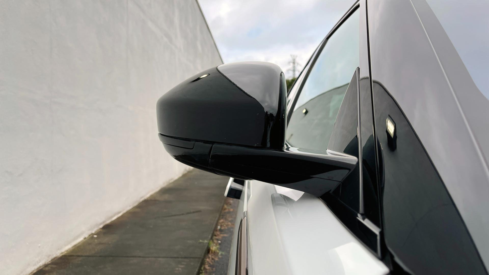 Used 2018 Land Rover RANGE ROVER VELAR R-DYNAMIC SE / NAV / PREM / MERIDIAN / SUNROOF / REARVIEW for sale $54,995 at Formula Imports in Charlotte NC 28227 14