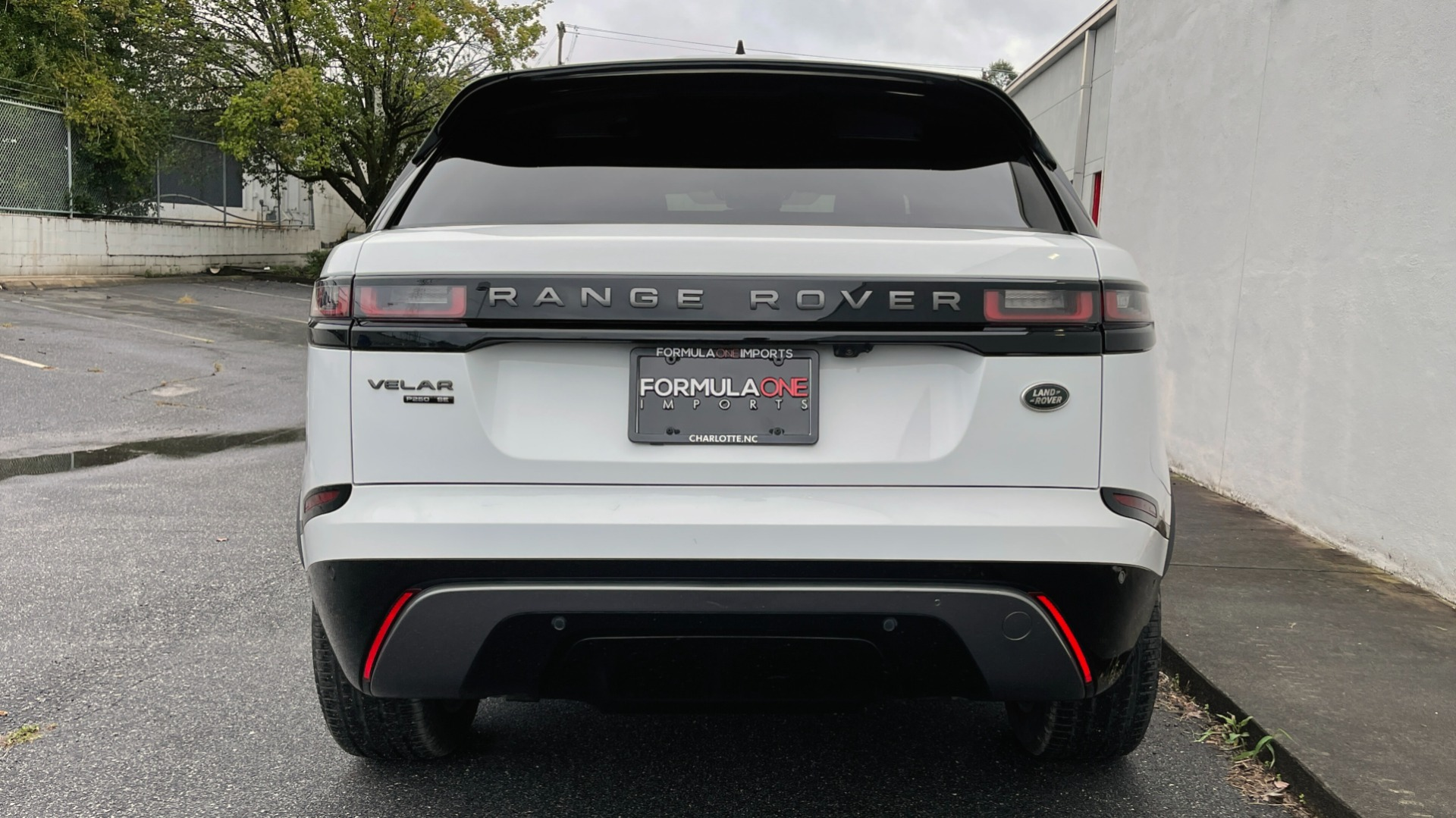 Used 2018 Land Rover RANGE ROVER VELAR R-DYNAMIC SE / NAV / PREM / MERIDIAN / SUNROOF / REARVIEW for sale $54,995 at Formula Imports in Charlotte NC 28227 16