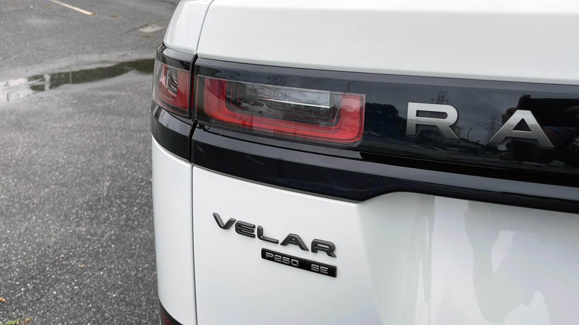 Used 2018 Land Rover RANGE ROVER VELAR R-DYNAMIC SE / NAV / PREM / MERIDIAN / SUNROOF / REARVIEW for sale $54,995 at Formula Imports in Charlotte NC 28227 17