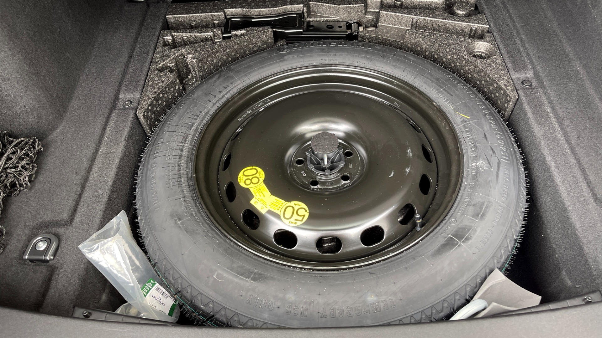 Used 2018 Land Rover RANGE ROVER VELAR R-DYNAMIC SE / NAV / PREM / MERIDIAN / SUNROOF / REARVIEW for sale $54,995 at Formula Imports in Charlotte NC 28227 22