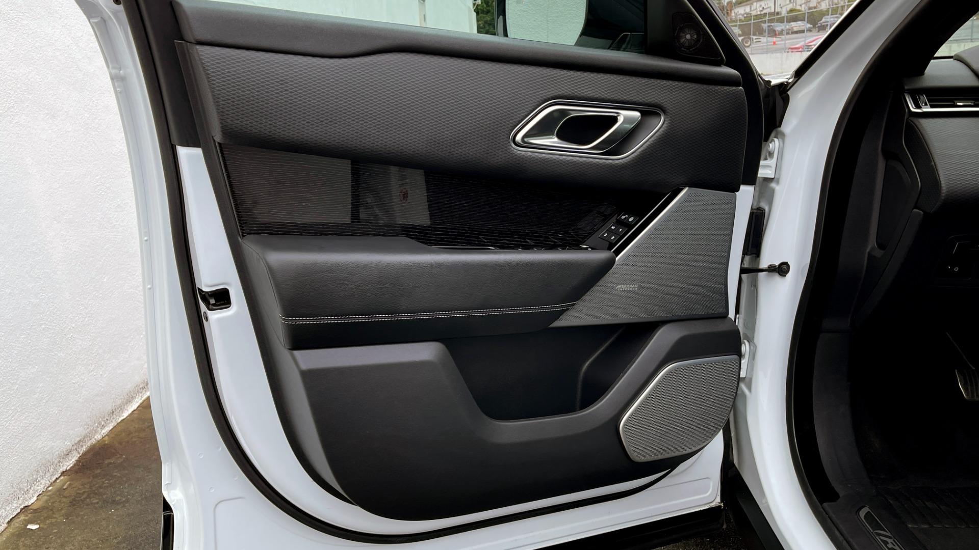 Used 2018 Land Rover RANGE ROVER VELAR R-DYNAMIC SE / NAV / PREM / MERIDIAN / SUNROOF / REARVIEW for sale $54,995 at Formula Imports in Charlotte NC 28227 25