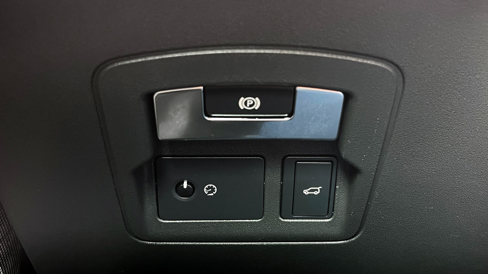 Used 2018 Land Rover RANGE ROVER VELAR R-DYNAMIC SE / NAV / PREM / MERIDIAN / SUNROOF / REARVIEW for sale $54,995 at Formula Imports in Charlotte NC 28227 33
