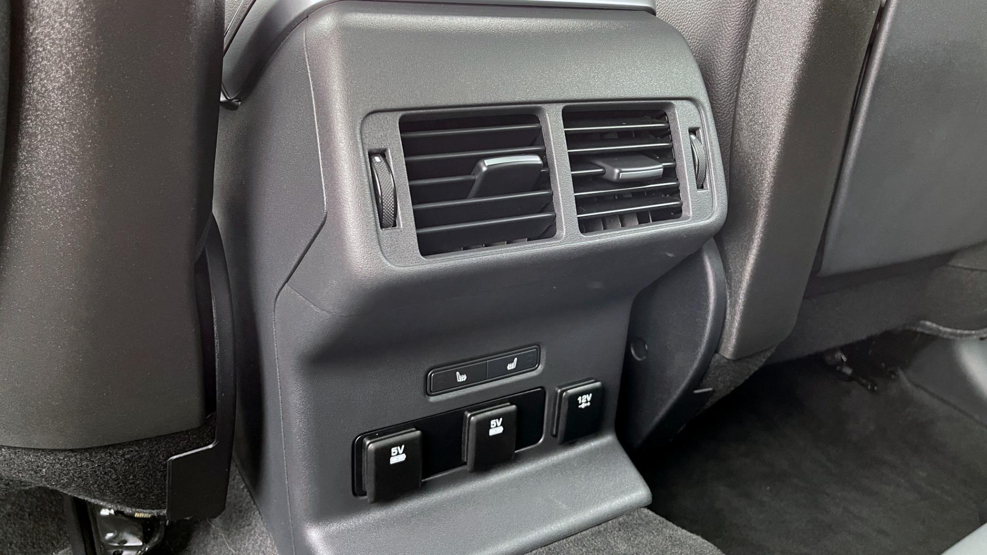Used 2018 Land Rover RANGE ROVER VELAR R-DYNAMIC SE / NAV / PREM / MERIDIAN / SUNROOF / REARVIEW for sale $54,995 at Formula Imports in Charlotte NC 28227 54