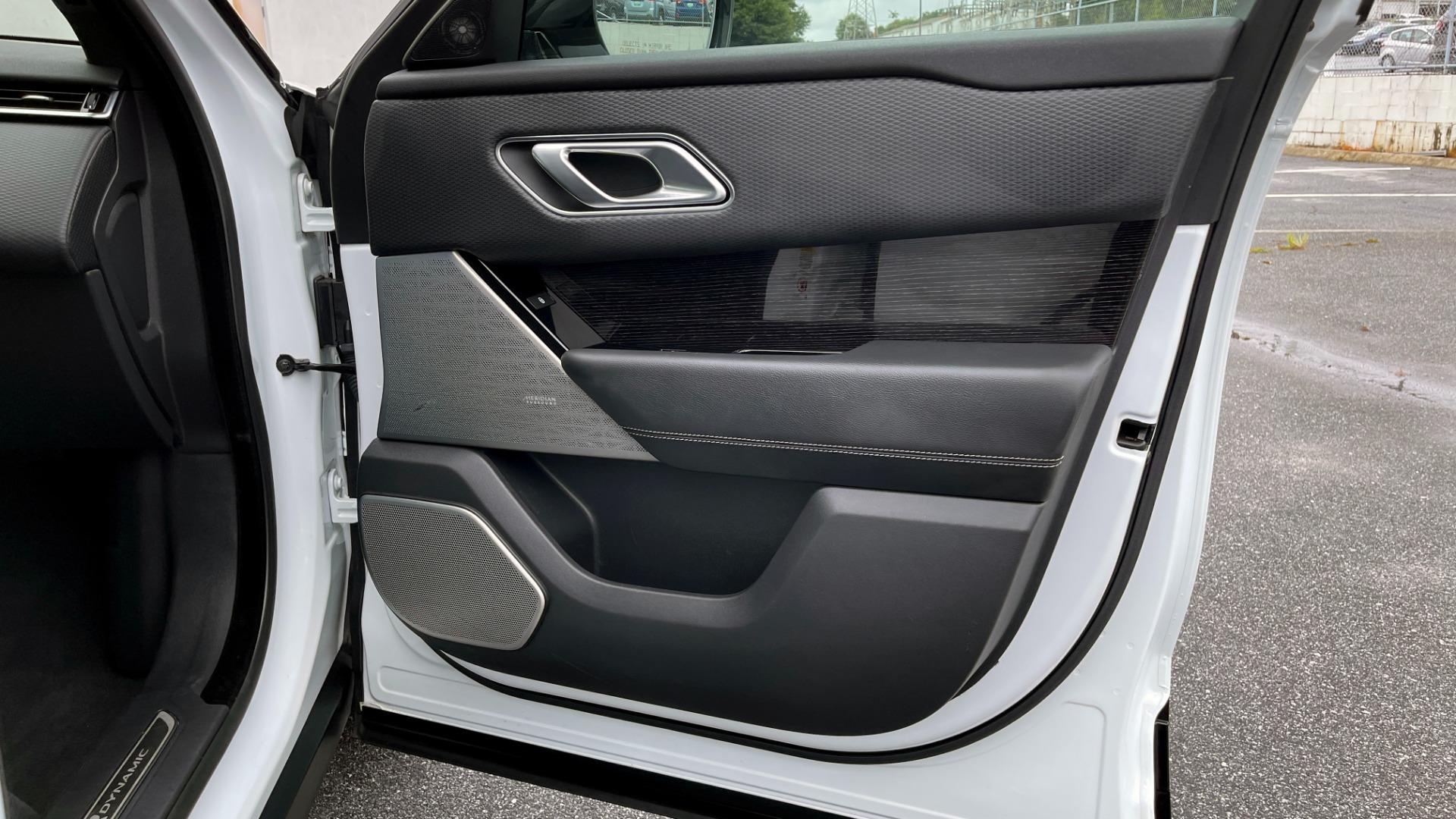 Used 2018 Land Rover RANGE ROVER VELAR R-DYNAMIC SE / NAV / PREM / MERIDIAN / SUNROOF / REARVIEW for sale $54,995 at Formula Imports in Charlotte NC 28227 61