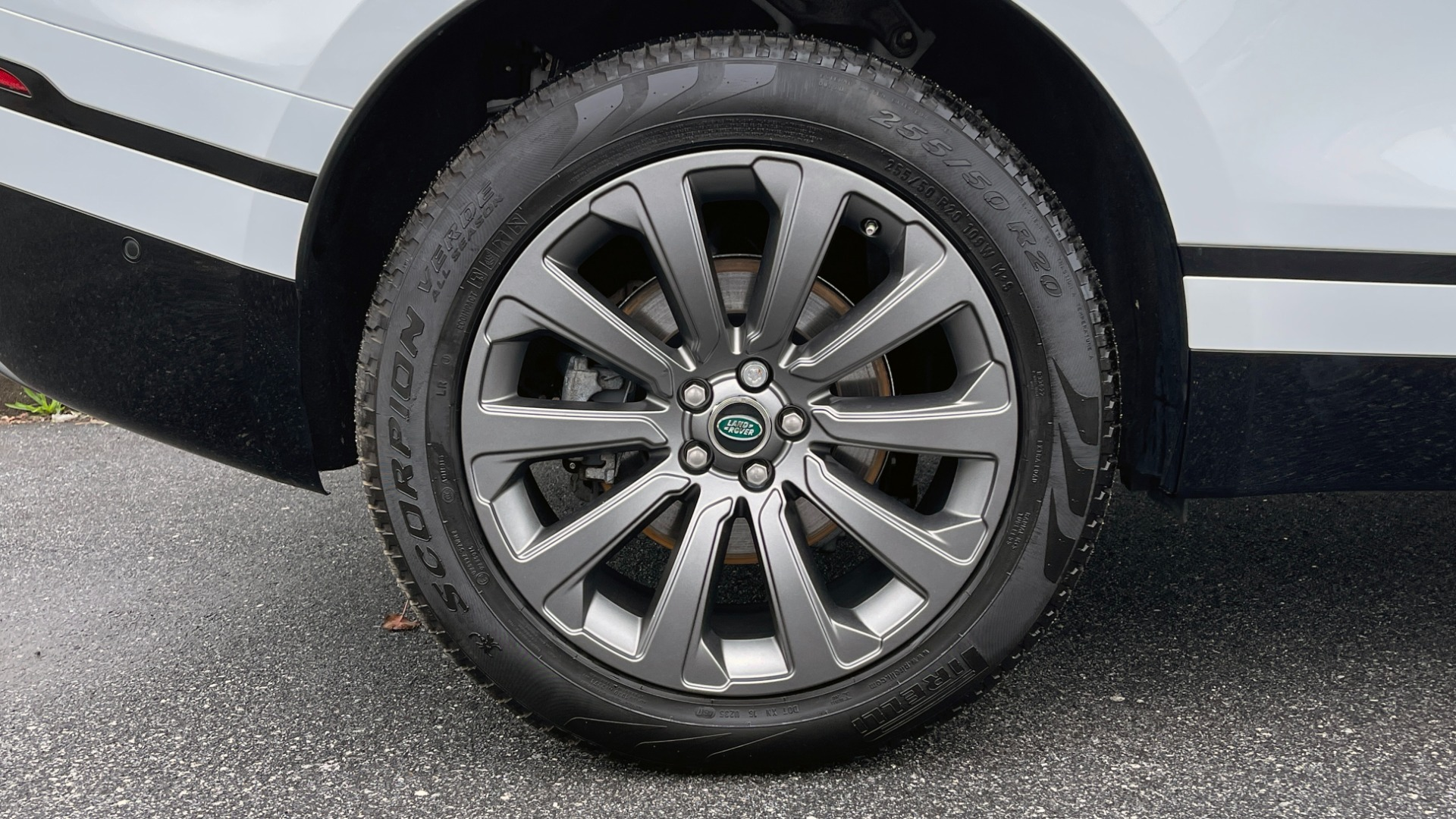 Used 2018 Land Rover RANGE ROVER VELAR R-DYNAMIC SE / NAV / PREM / MERIDIAN / SUNROOF / REARVIEW for sale $54,995 at Formula Imports in Charlotte NC 28227 68