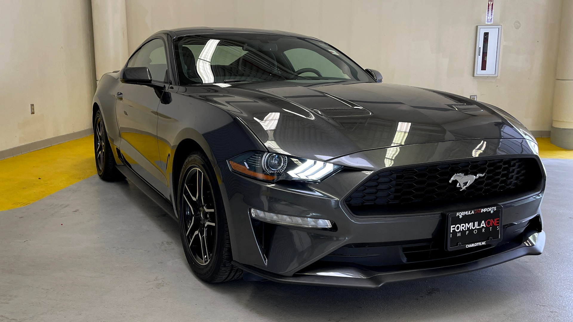 Used 2019 Ford MUSTANG ECOBOOST 2.3L / 10-SPD AUTO / SYNC3 8INCH SCREEN / TRACK APPS / REARVIEW for sale $31,795 at Formula Imports in Charlotte NC 28227 4