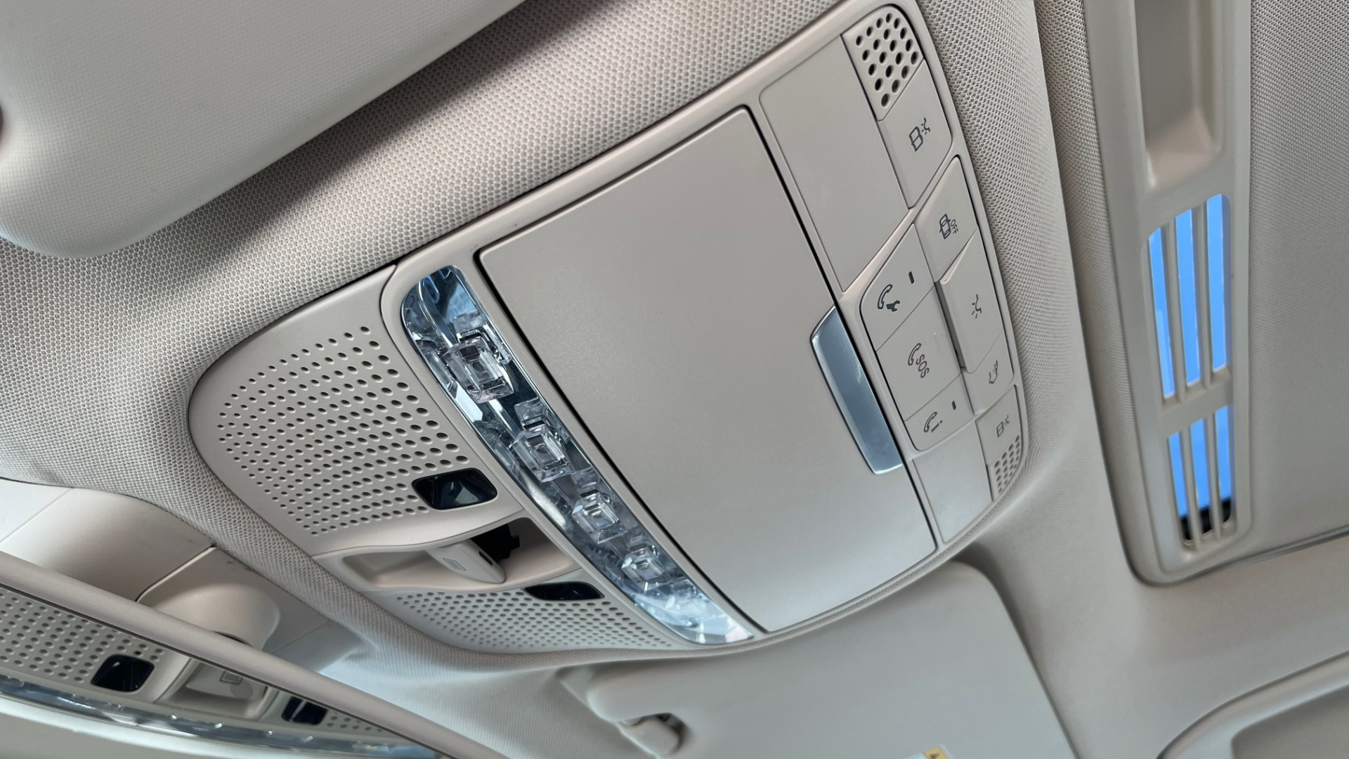 Used 2018 Mercedes-Benz C-CLASS C 300 PREMIUM / APPLE CARPLAY / SUNROOF / REARVIEW for sale $31,995 at Formula Imports in Charlotte NC 28227 39