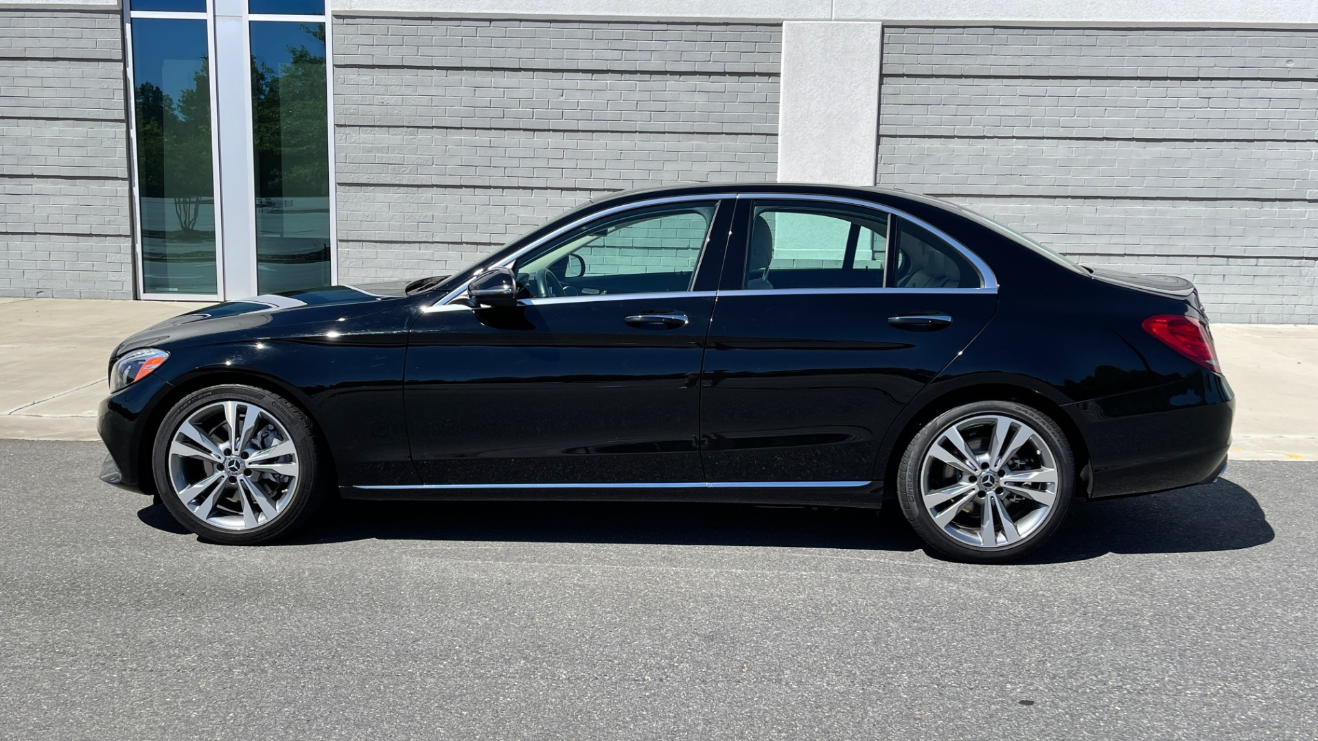 Used 2018 Mercedes-Benz C-CLASS C 300 PREMIUM / APPLE CARPLAY / SUNROOF / REARVIEW for sale $31,995 at Formula Imports in Charlotte NC 28227 4