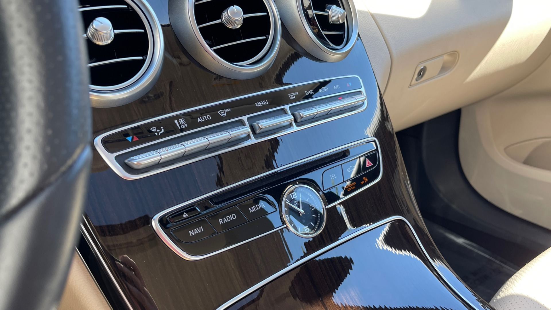 Used 2018 Mercedes-Benz C-CLASS C 300 PREMIUM / APPLE CARPLAY / SUNROOF / REARVIEW for sale $31,995 at Formula Imports in Charlotte NC 28227 40