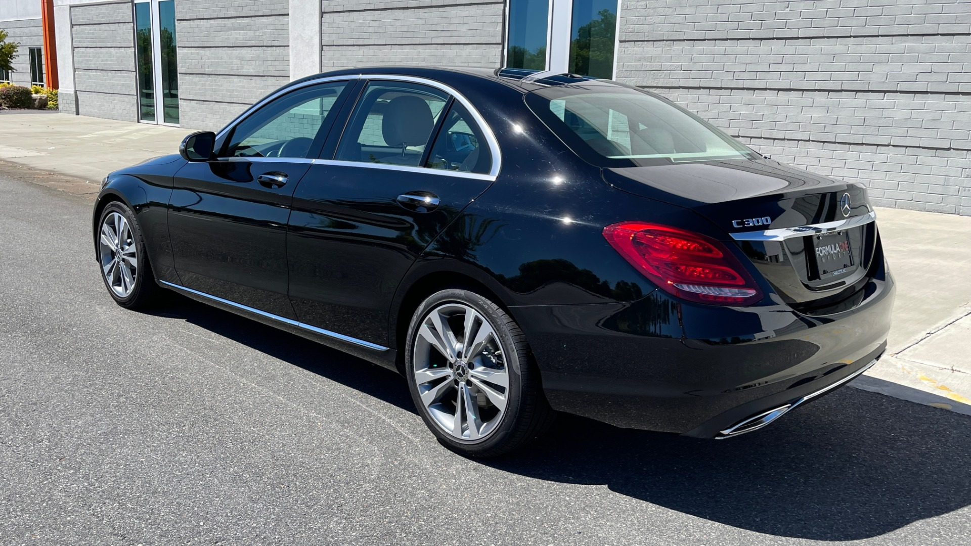 Used 2018 Mercedes-Benz C-CLASS C 300 PREMIUM / APPLE CARPLAY / SUNROOF / REARVIEW for sale $31,995 at Formula Imports in Charlotte NC 28227 5