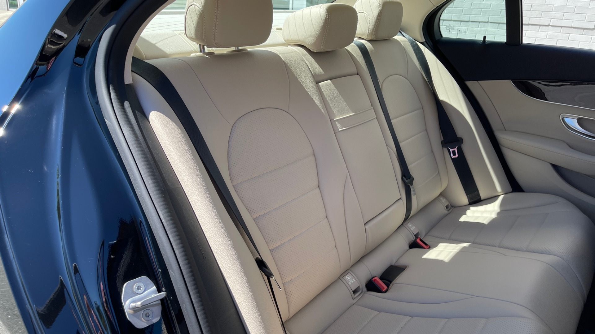 Used 2018 Mercedes-Benz C-CLASS C 300 PREMIUM / APPLE CARPLAY / SUNROOF / REARVIEW for sale $31,995 at Formula Imports in Charlotte NC 28227 53