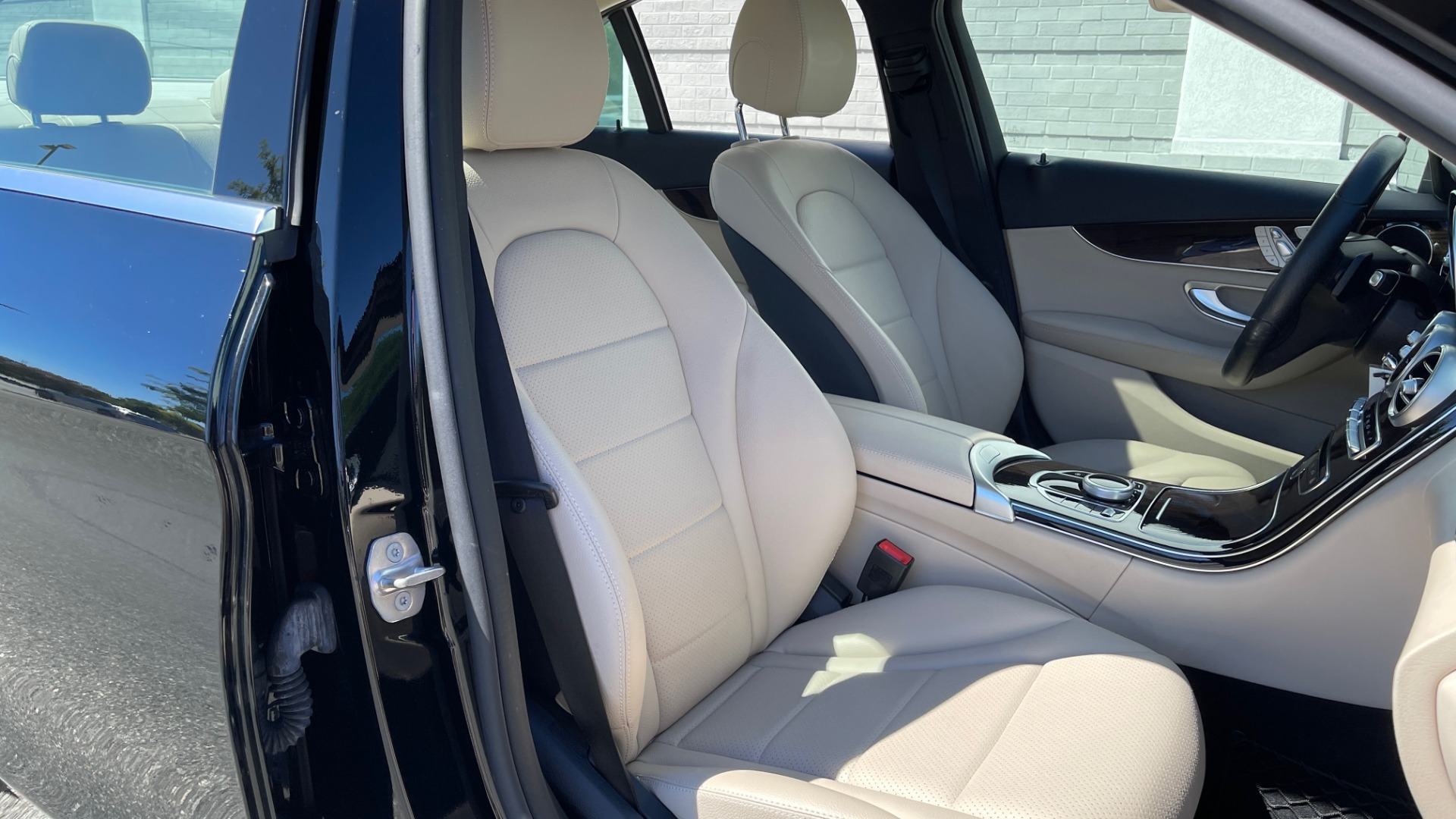 Used 2018 Mercedes-Benz C-CLASS C 300 PREMIUM / APPLE CARPLAY / SUNROOF / REARVIEW for sale $31,995 at Formula Imports in Charlotte NC 28227 57