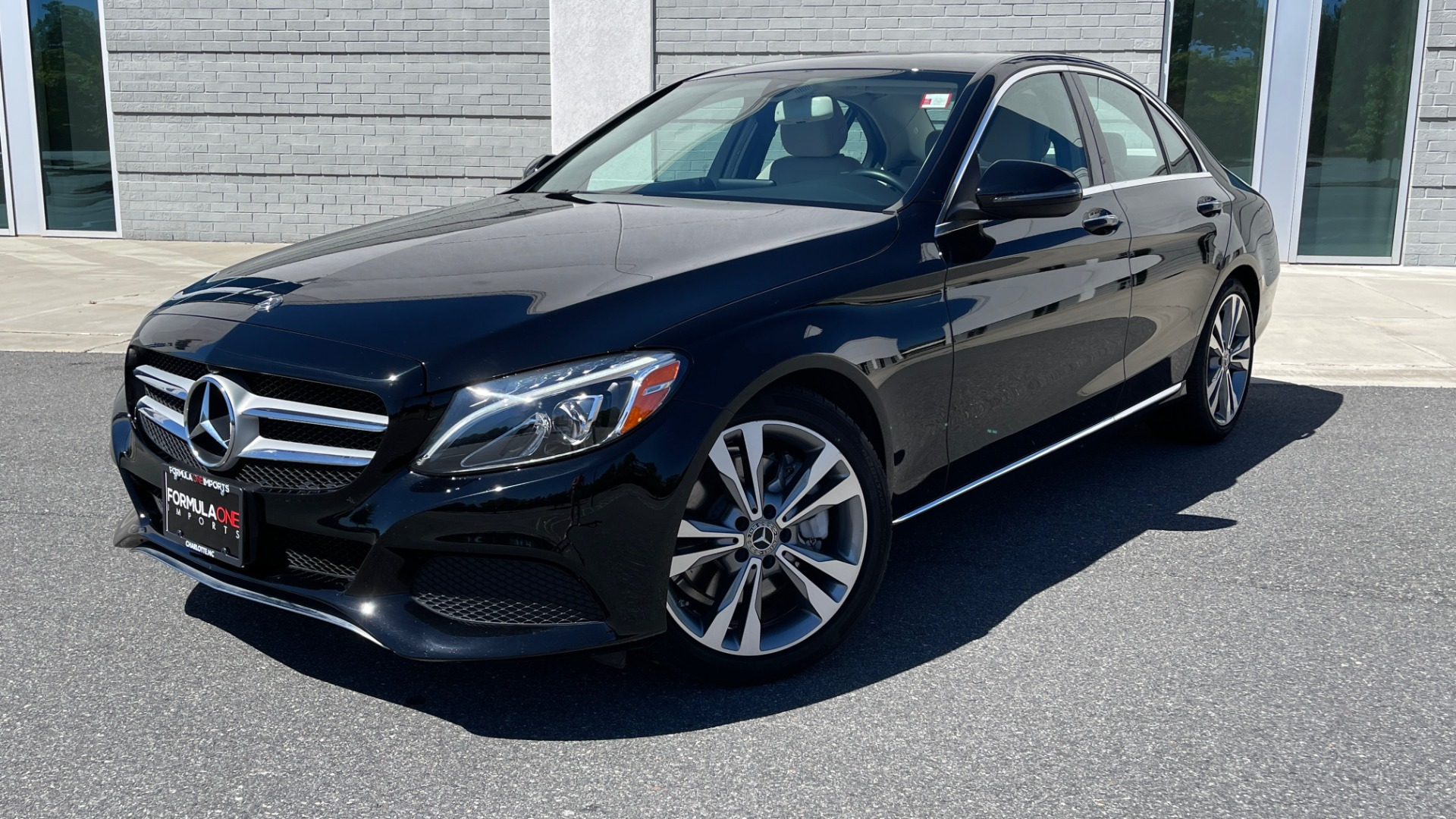 Used 2018 Mercedes-Benz C-CLASS C 300 PREMIUM / APPLE CARPLAY / SUNROOF / REARVIEW for sale $31,995 at Formula Imports in Charlotte NC 28227 1