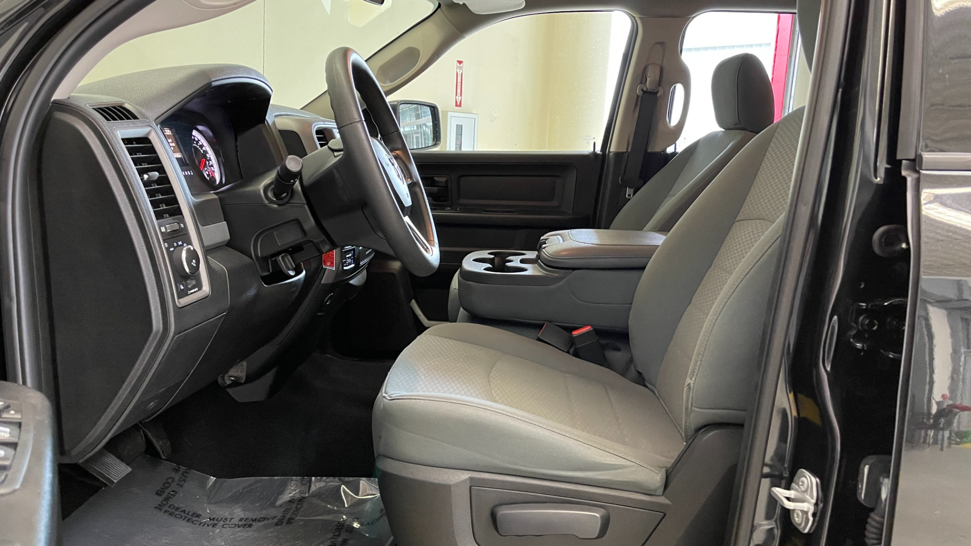 Used 2018 Ram 1500 EXPRESS CREWCAB 4X4 / 3.6L V6 / 8-SPD AUTO / REARVIEW for sale $36,495 at Formula Imports in Charlotte NC 28227 21