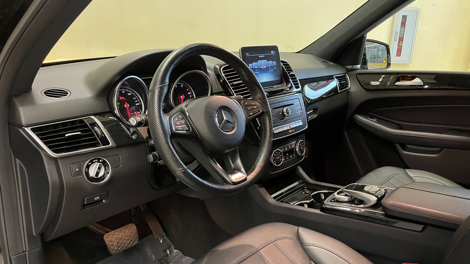 Used 2018 Mercedes-Benz GLE 350 4MATIC / PREMIUM / PRK ASST / H/K SND / KEYLESS-GO / REARVIEW for sale $42,495 at Formula Imports in Charlotte NC 28227 28