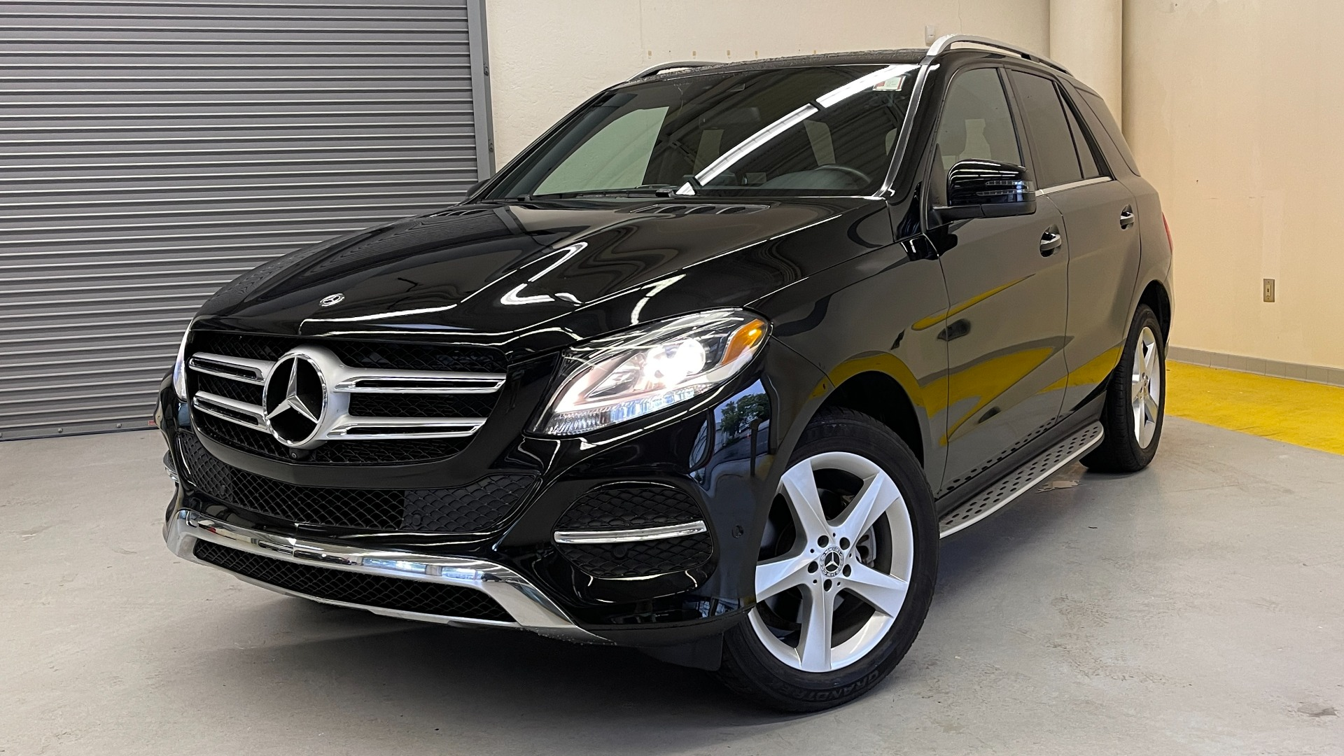 Used 2018 Mercedes-Benz GLE 350 4MATIC / PREMIUM / PRK ASST / H/K SND / KEYLESS-GO / REARVIEW for sale $42,495 at Formula Imports in Charlotte NC 28227 1