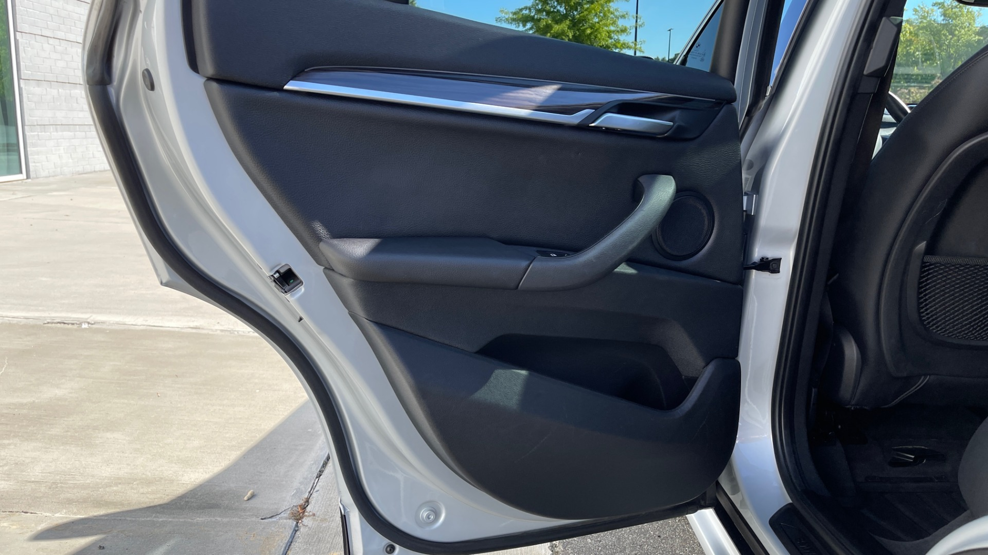 Used 2017 BMW X1 SDRIVE28I 2.0L / 8-SPD AUTO / DRIVER ASST / PANO-ROOF / REARVIEW for sale $26,995 at Formula Imports in Charlotte NC 28227 40