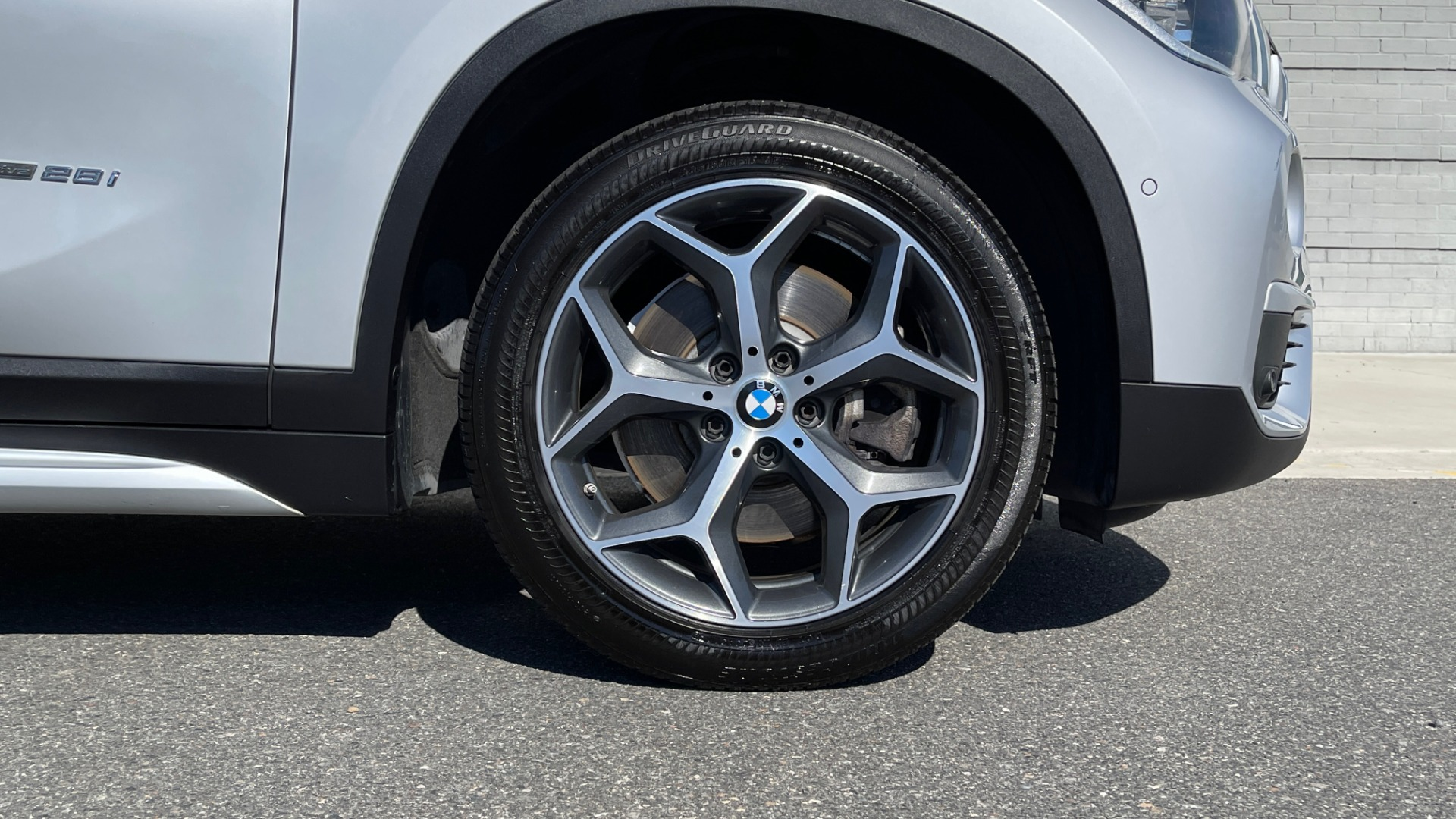 Used 2017 BMW X1 SDRIVE28I 2.0L / 8-SPD AUTO / DRIVER ASST / PANO-ROOF / REARVIEW for sale $26,995 at Formula Imports in Charlotte NC 28227 57
