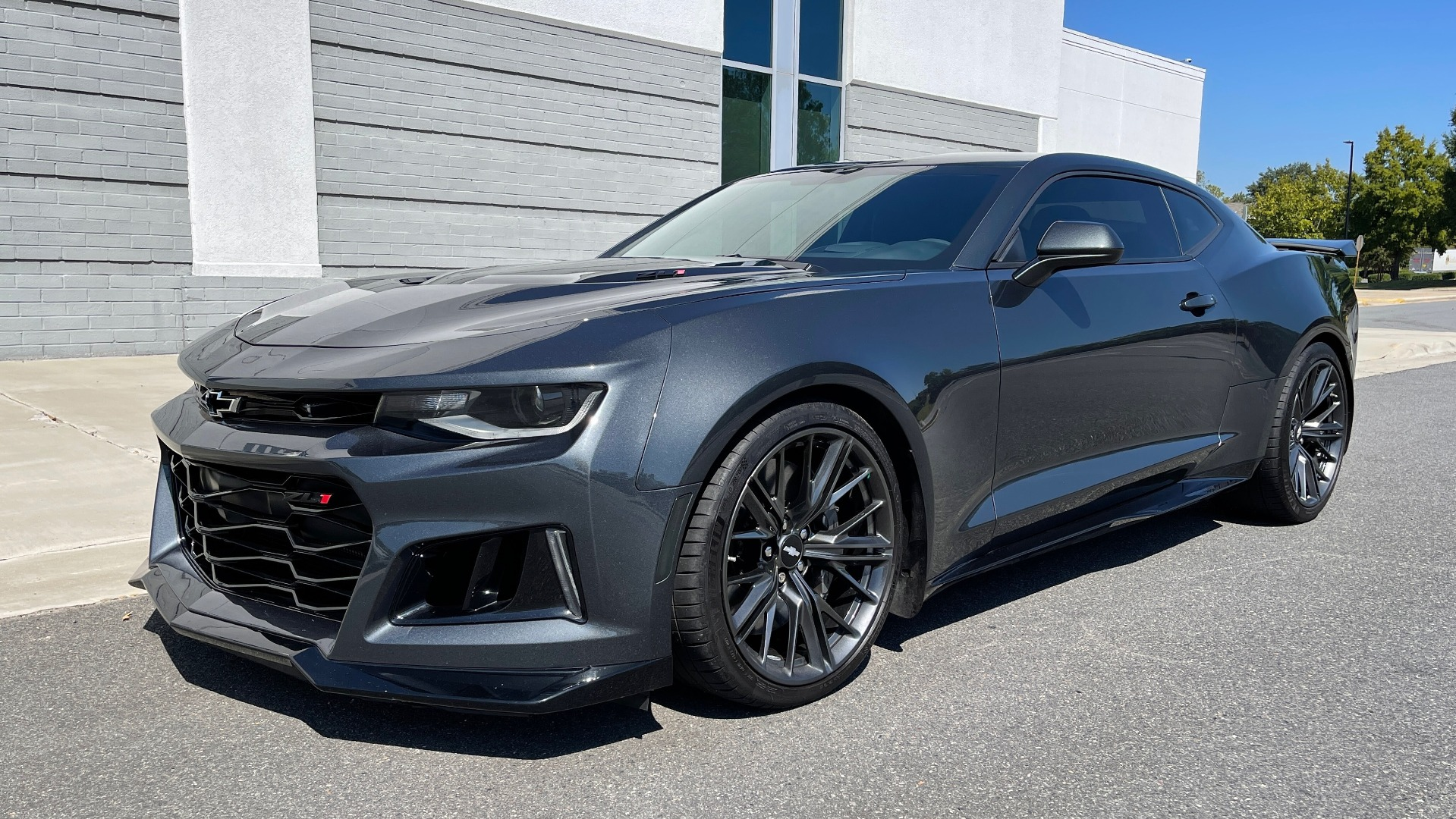 Used 2018 Chevrolet CAMARO ZL1 SUPERCHARGED COUPE 850HP / 10-SPD AUTO / NAV / BOSE / REARVIEW for sale $59,995 at Formula Imports in Charlotte NC 28227 3