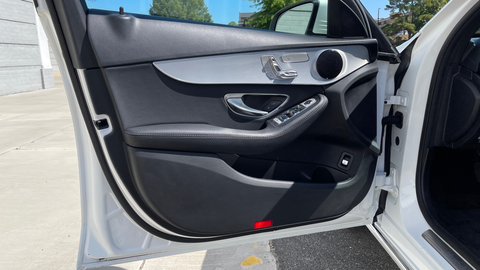 Used 2018 Mercedes-Benz C-CLASS C 300 PREMIUM / APPLE CARPLAY / KEYLESS-GO / SUNROOF / REARVIEW for sale $32,995 at Formula Imports in Charlotte NC 28227 21