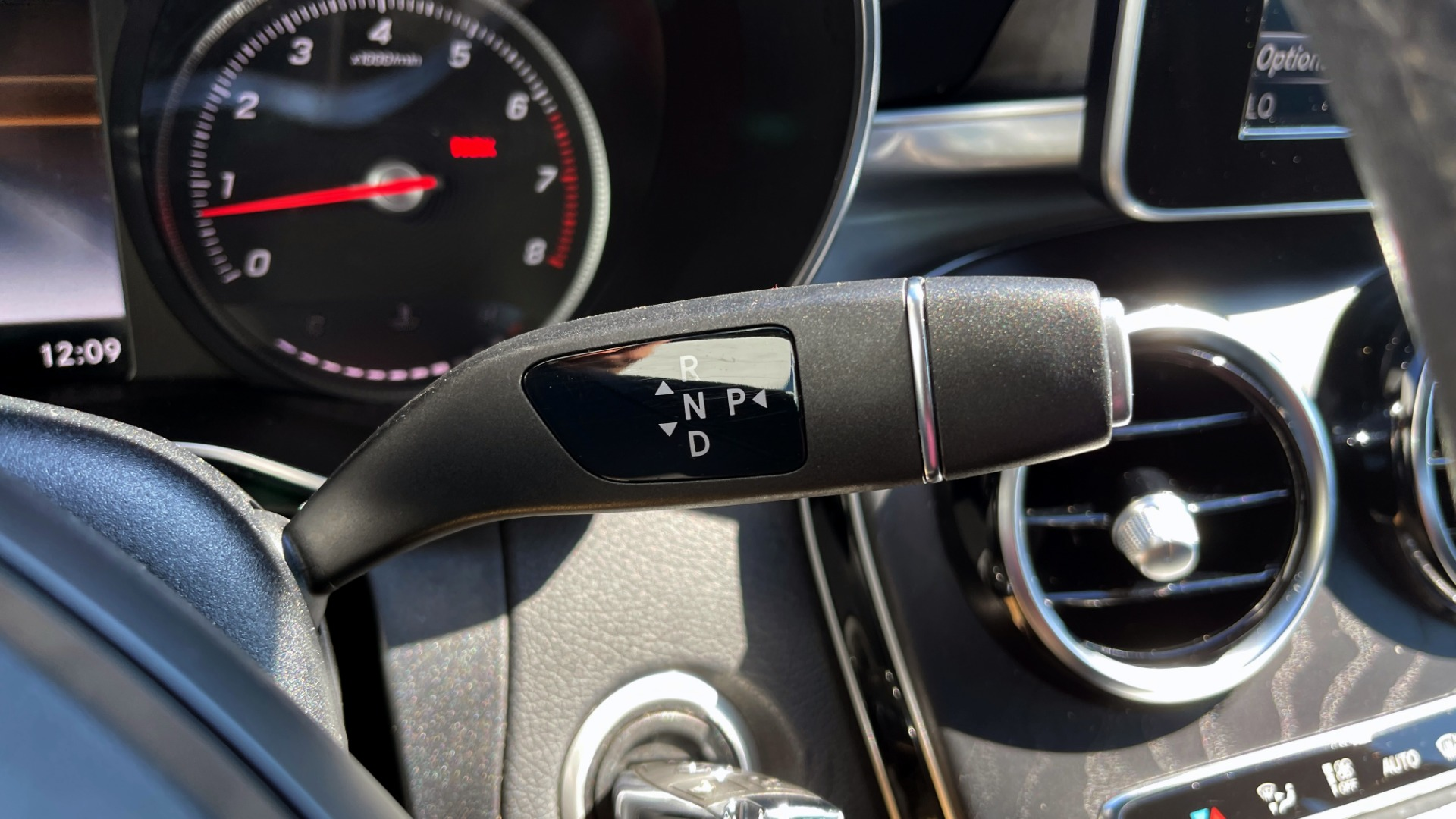 Used 2018 Mercedes-Benz C-CLASS C 300 PREMIUM / APPLE CARPLAY / KEYLESS-GO / SUNROOF / REARVIEW for sale $32,995 at Formula Imports in Charlotte NC 28227 30