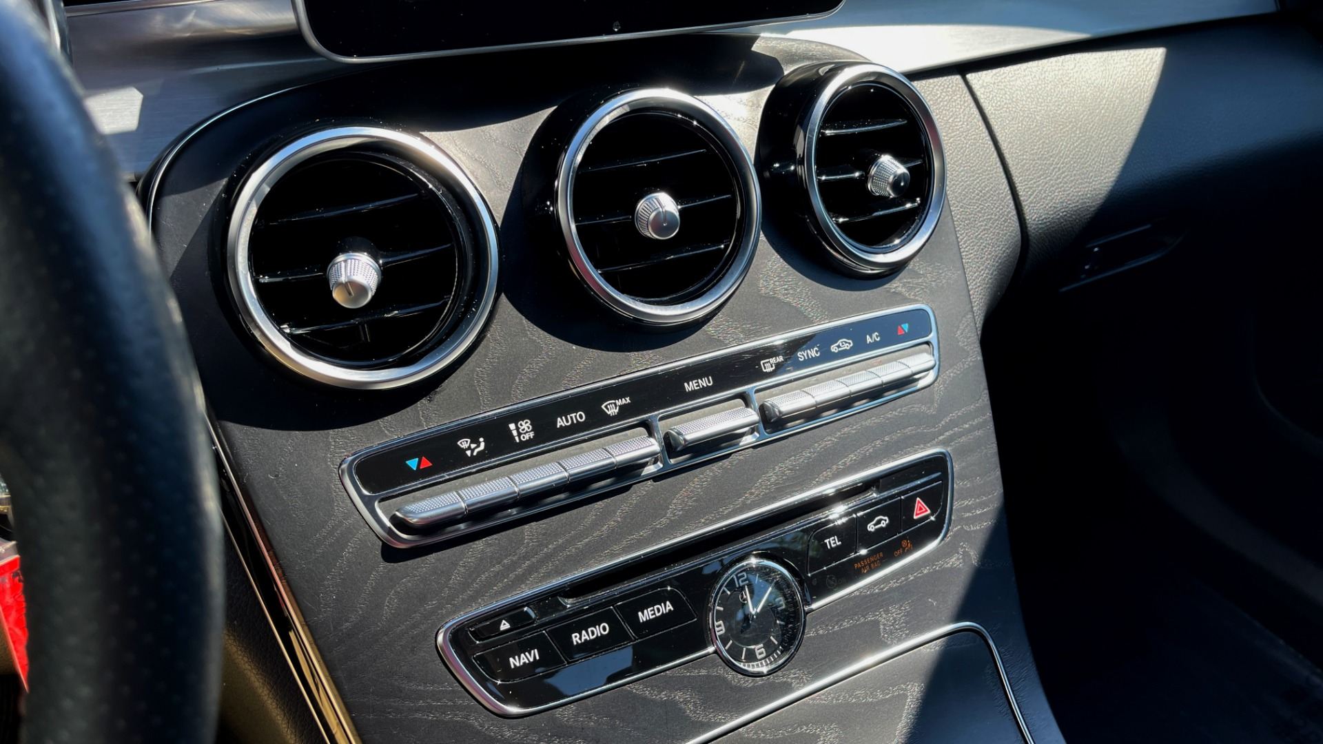 Used 2018 Mercedes-Benz C-CLASS C 300 PREMIUM / APPLE CARPLAY / KEYLESS-GO / SUNROOF / REARVIEW for sale $32,995 at Formula Imports in Charlotte NC 28227 33