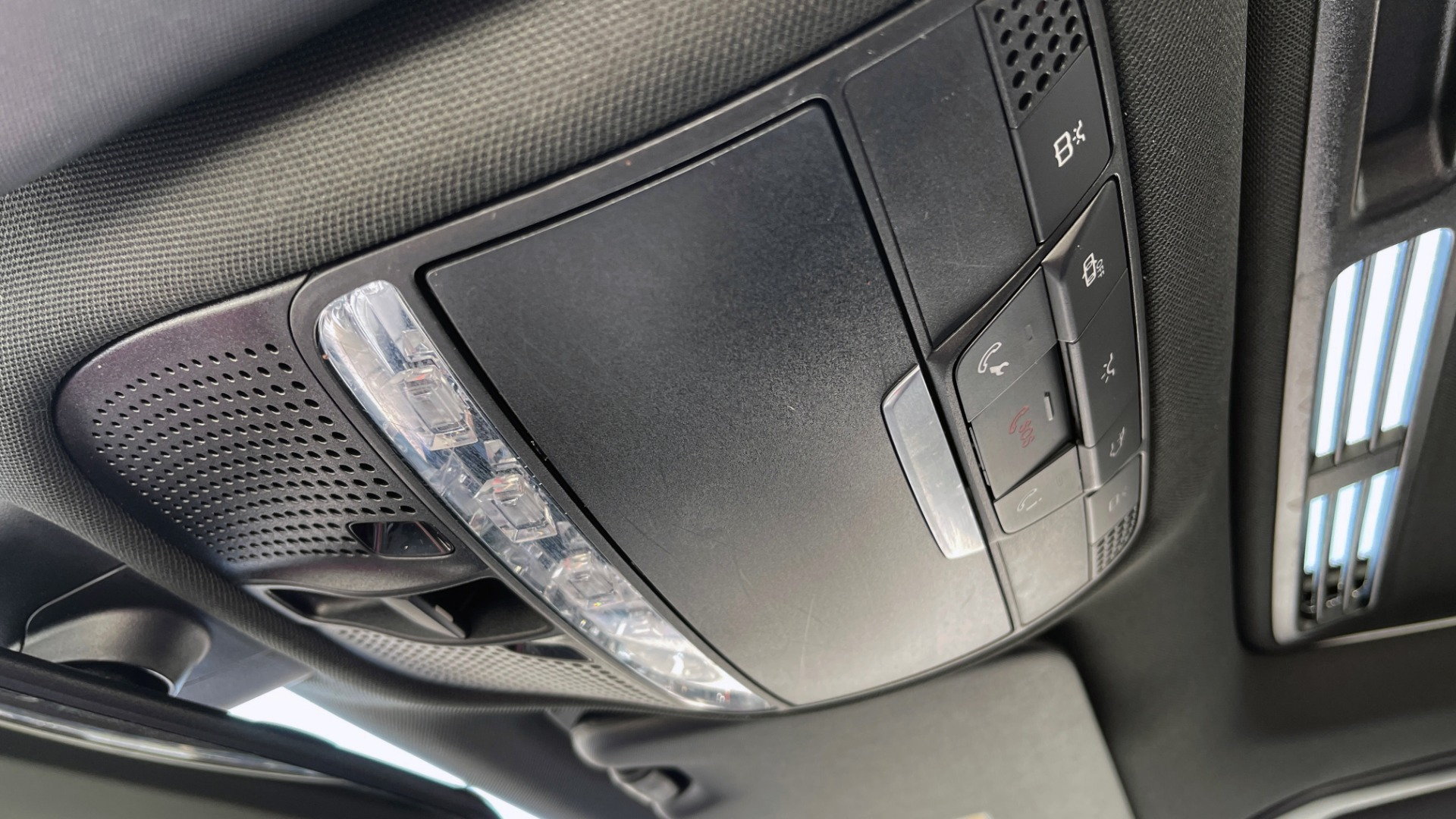 Used 2018 Mercedes-Benz C-CLASS C 300 PREMIUM / APPLE CARPLAY / KEYLESS-GO / SUNROOF / REARVIEW for sale $32,995 at Formula Imports in Charlotte NC 28227 39