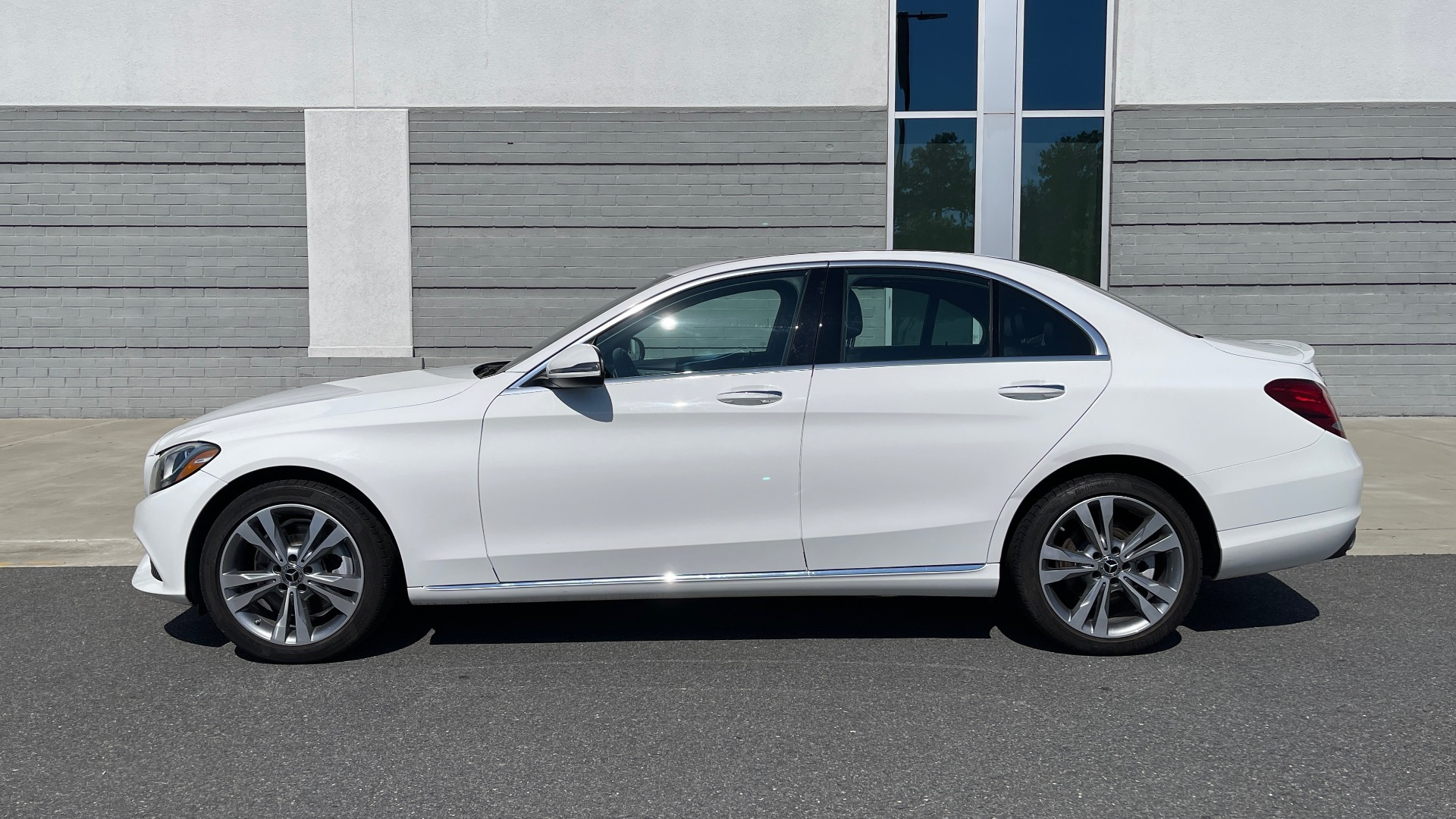 Used 2018 Mercedes-Benz C-CLASS C 300 PREMIUM / APPLE CARPLAY / KEYLESS-GO / SUNROOF / REARVIEW for sale $32,995 at Formula Imports in Charlotte NC 28227 4