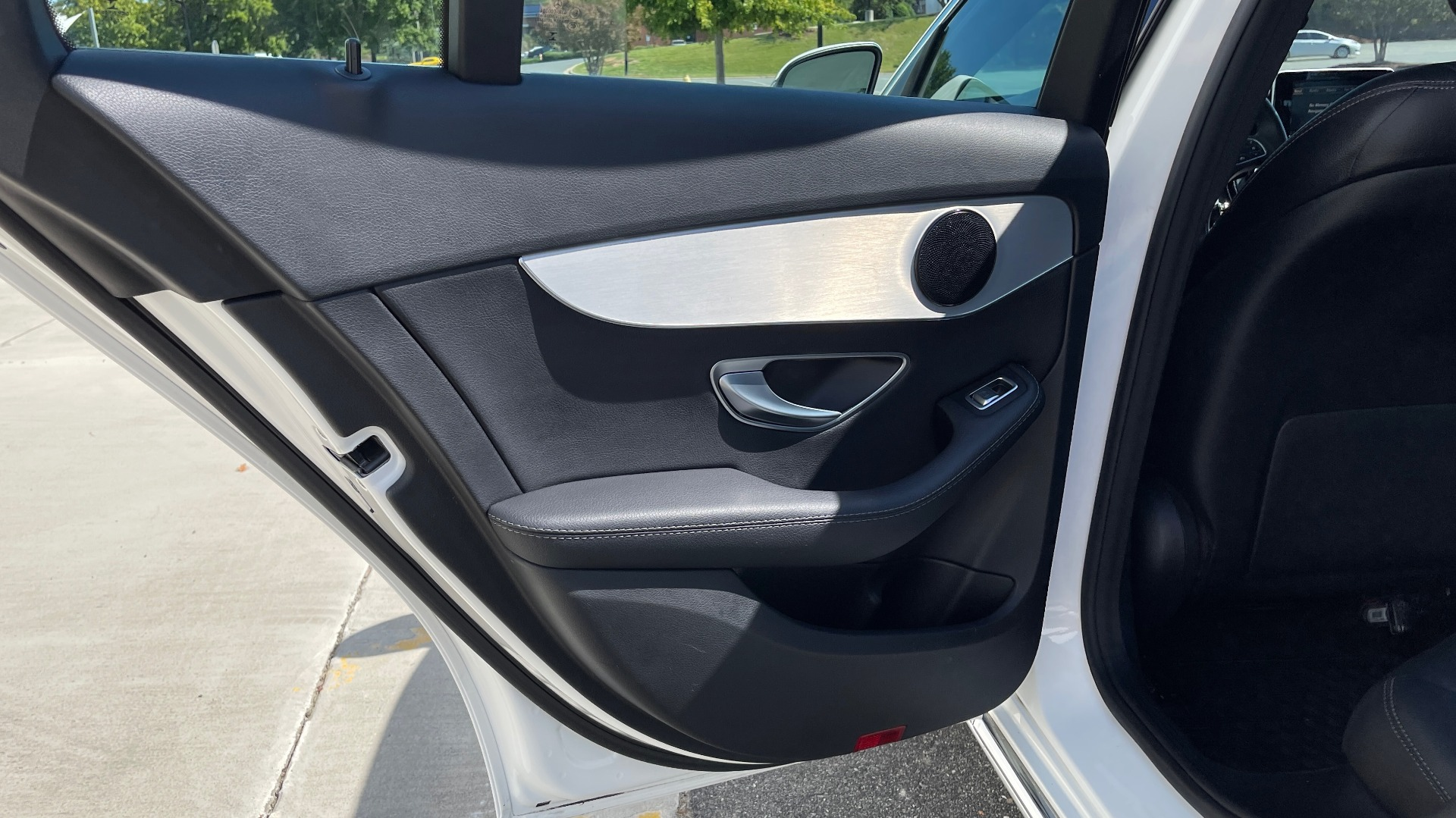 Used 2018 Mercedes-Benz C-CLASS C 300 PREMIUM / APPLE CARPLAY / KEYLESS-GO / SUNROOF / REARVIEW for sale $32,995 at Formula Imports in Charlotte NC 28227 40