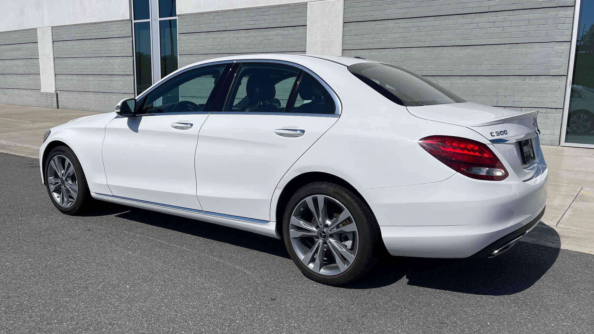 Used 2018 Mercedes-Benz C-CLASS C 300 PREMIUM / APPLE CARPLAY / KEYLESS-GO / SUNROOF / REARVIEW for sale $32,995 at Formula Imports in Charlotte NC 28227 5