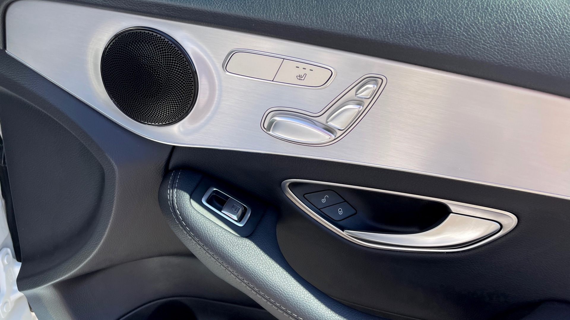 Used 2018 Mercedes-Benz C-CLASS C 300 PREMIUM / APPLE CARPLAY / KEYLESS-GO / SUNROOF / REARVIEW for sale $32,995 at Formula Imports in Charlotte NC 28227 51