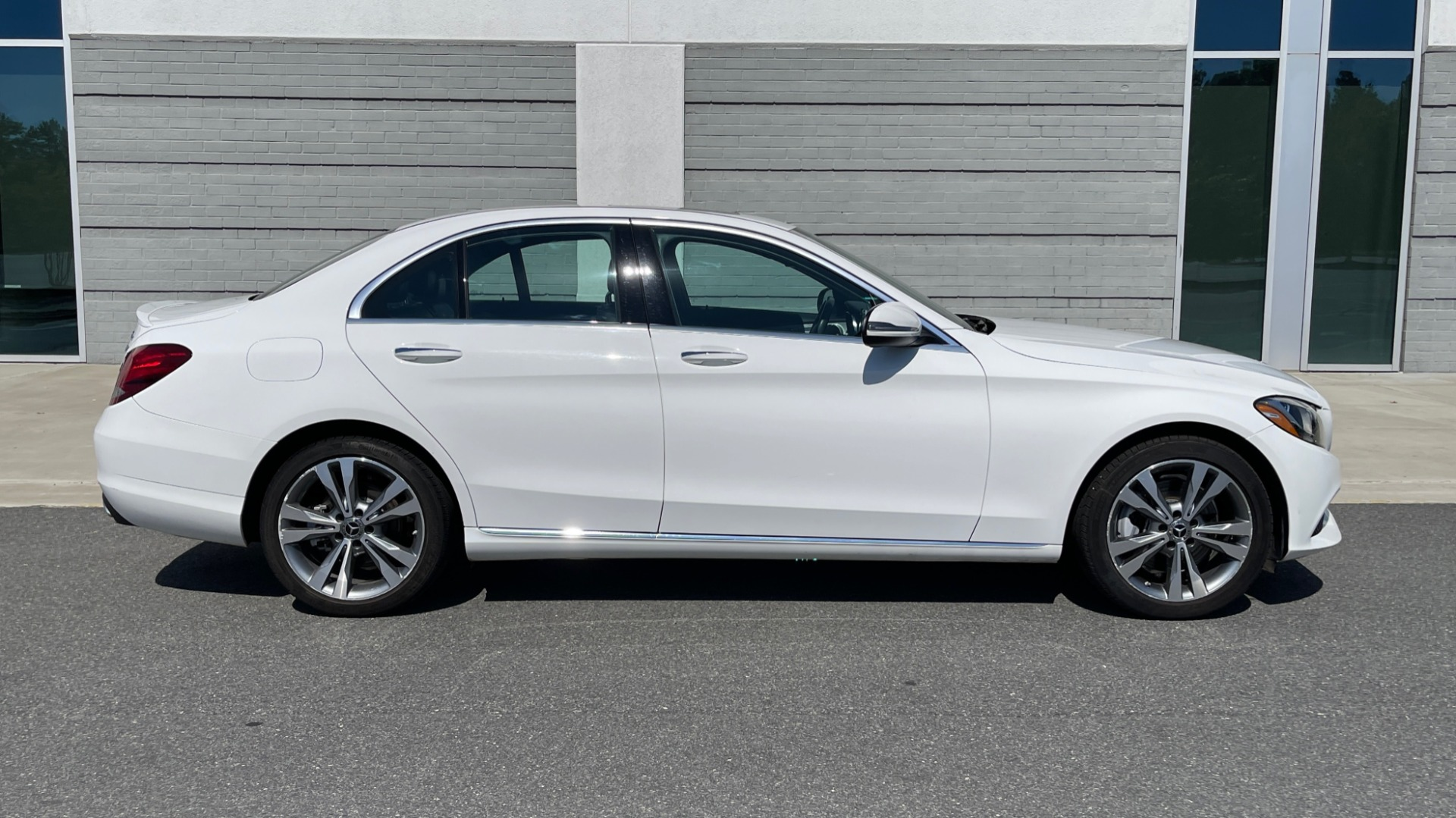 Used 2018 Mercedes-Benz C-CLASS C 300 PREMIUM / APPLE CARPLAY / KEYLESS-GO / SUNROOF / REARVIEW for sale $32,995 at Formula Imports in Charlotte NC 28227 7