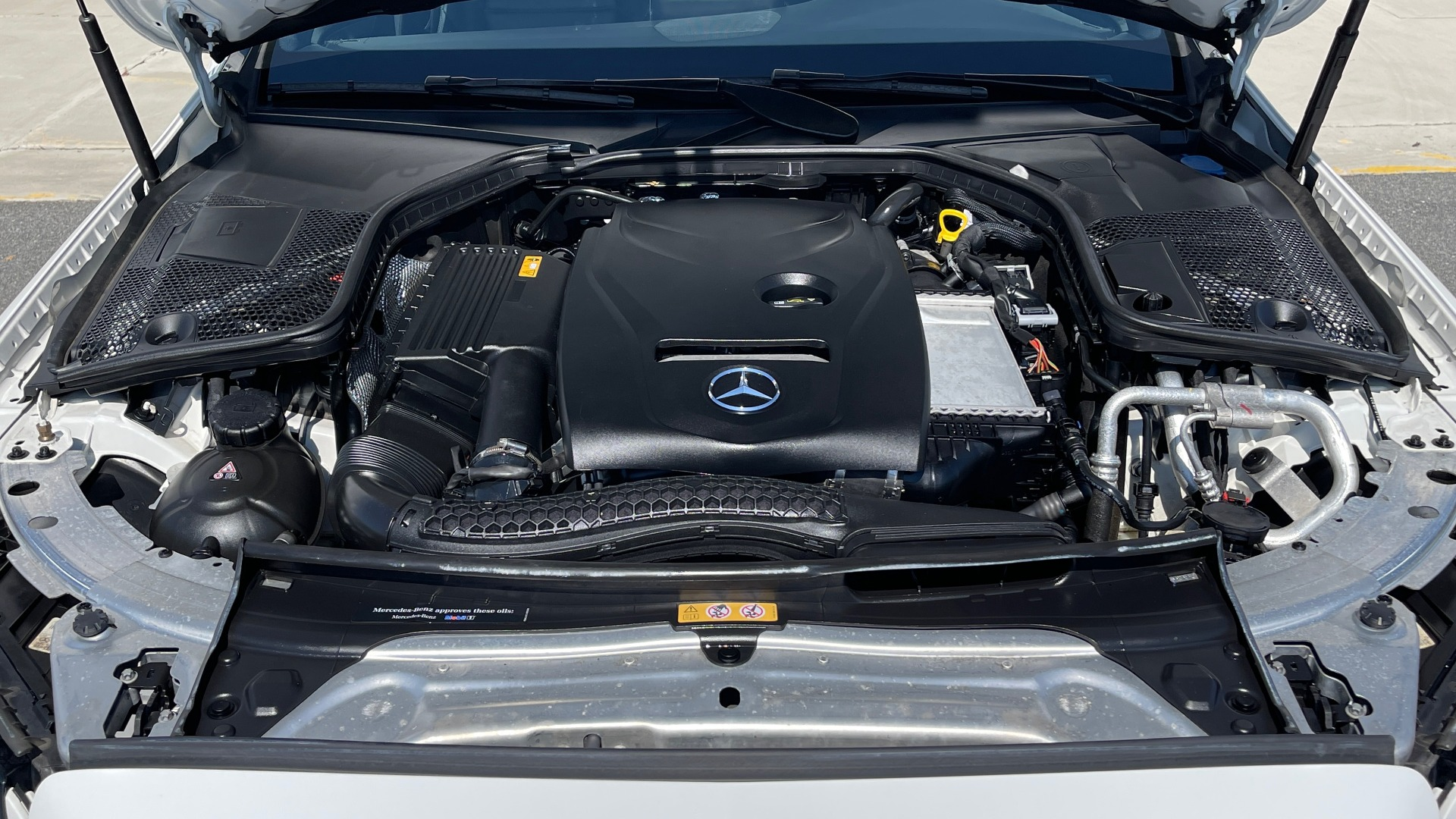Used 2018 Mercedes-Benz C-CLASS C 300 PREMIUM / APPLE CARPLAY / KEYLESS-GO / SUNROOF / REARVIEW for sale $32,995 at Formula Imports in Charlotte NC 28227 8