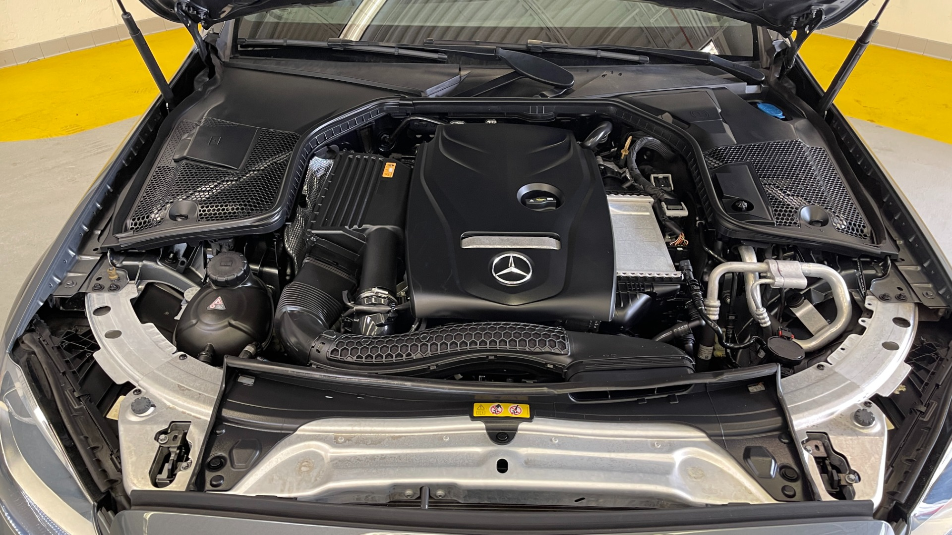 Used 2018 Mercedes-Benz C-CLASS C 300 PREMIUM / SUNROOF / APPLE CARPLAY / HTD STS / REARVIEW for sale $31,795 at Formula Imports in Charlotte NC 28227 10