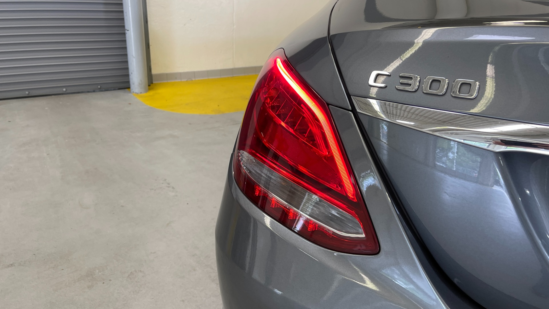 Used 2018 Mercedes-Benz C-CLASS C 300 PREMIUM / SUNROOF / APPLE CARPLAY / HTD STS / REARVIEW for sale $31,795 at Formula Imports in Charlotte NC 28227 17