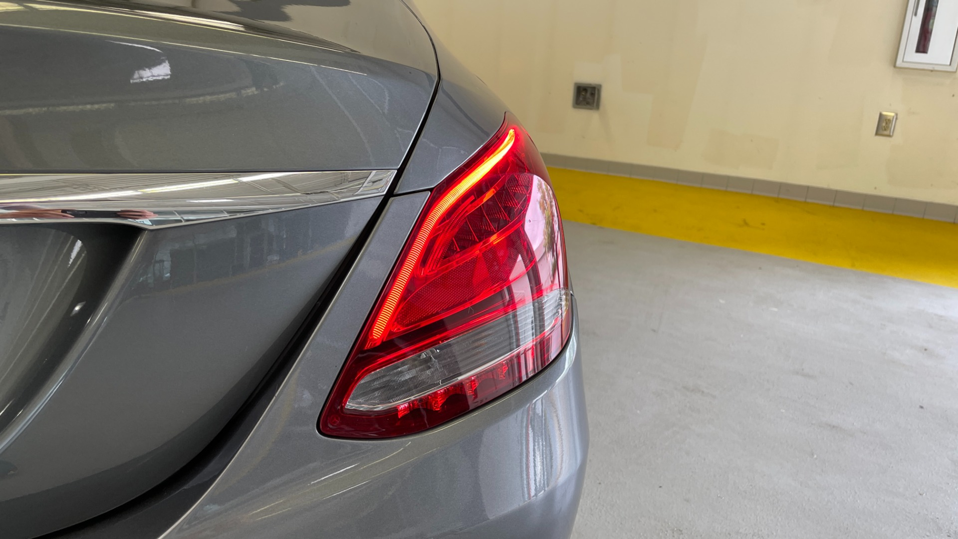 Used 2018 Mercedes-Benz C-CLASS C 300 PREMIUM / SUNROOF / APPLE CARPLAY / HTD STS / REARVIEW for sale $31,795 at Formula Imports in Charlotte NC 28227 18