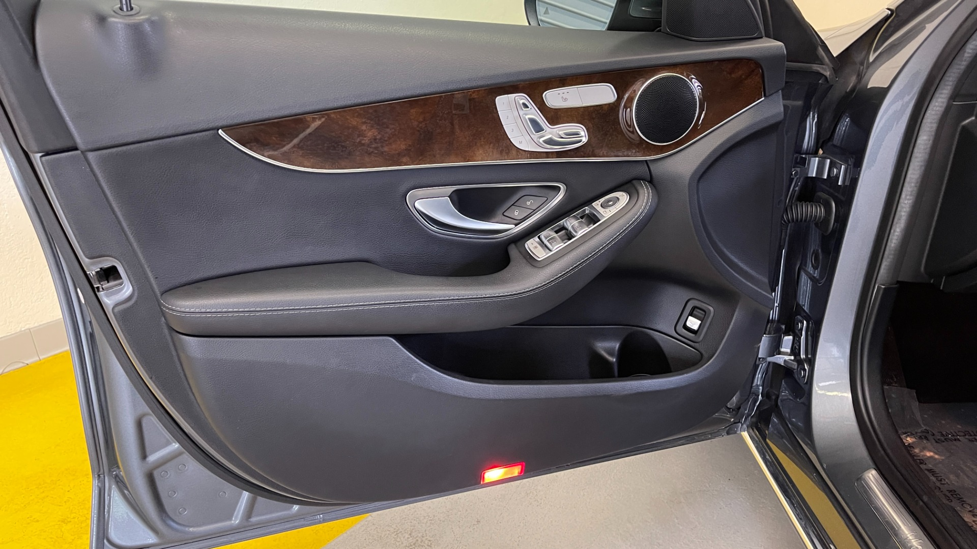 Used 2018 Mercedes-Benz C-CLASS C 300 PREMIUM / SUNROOF / APPLE CARPLAY / HTD STS / REARVIEW for sale $31,795 at Formula Imports in Charlotte NC 28227 23