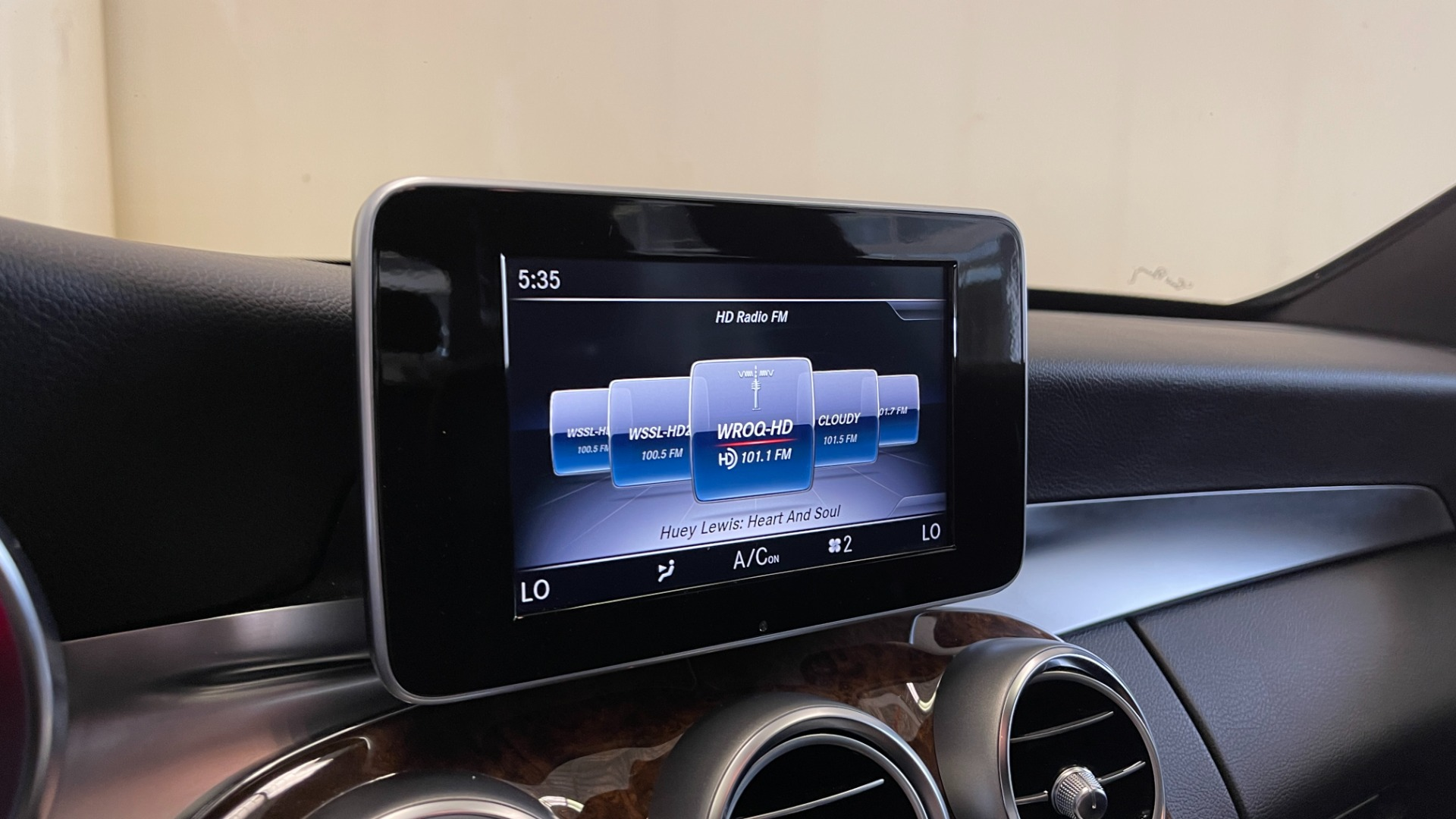 Used 2018 Mercedes-Benz C-CLASS C 300 PREMIUM / SUNROOF / APPLE CARPLAY / HTD STS / REARVIEW for sale $31,795 at Formula Imports in Charlotte NC 28227 32